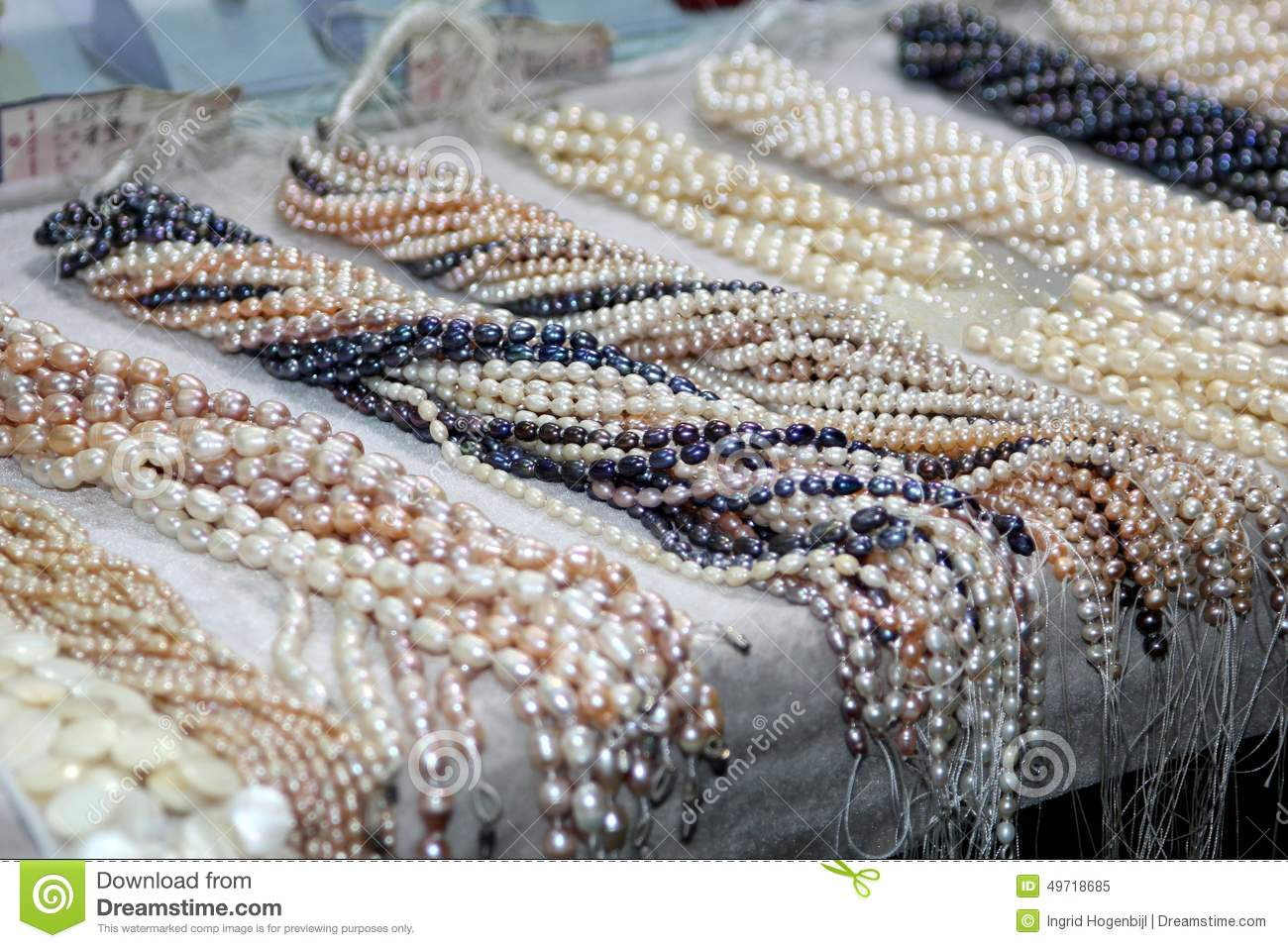 Strings of deluxe cultive freshwater pearls for celebrations