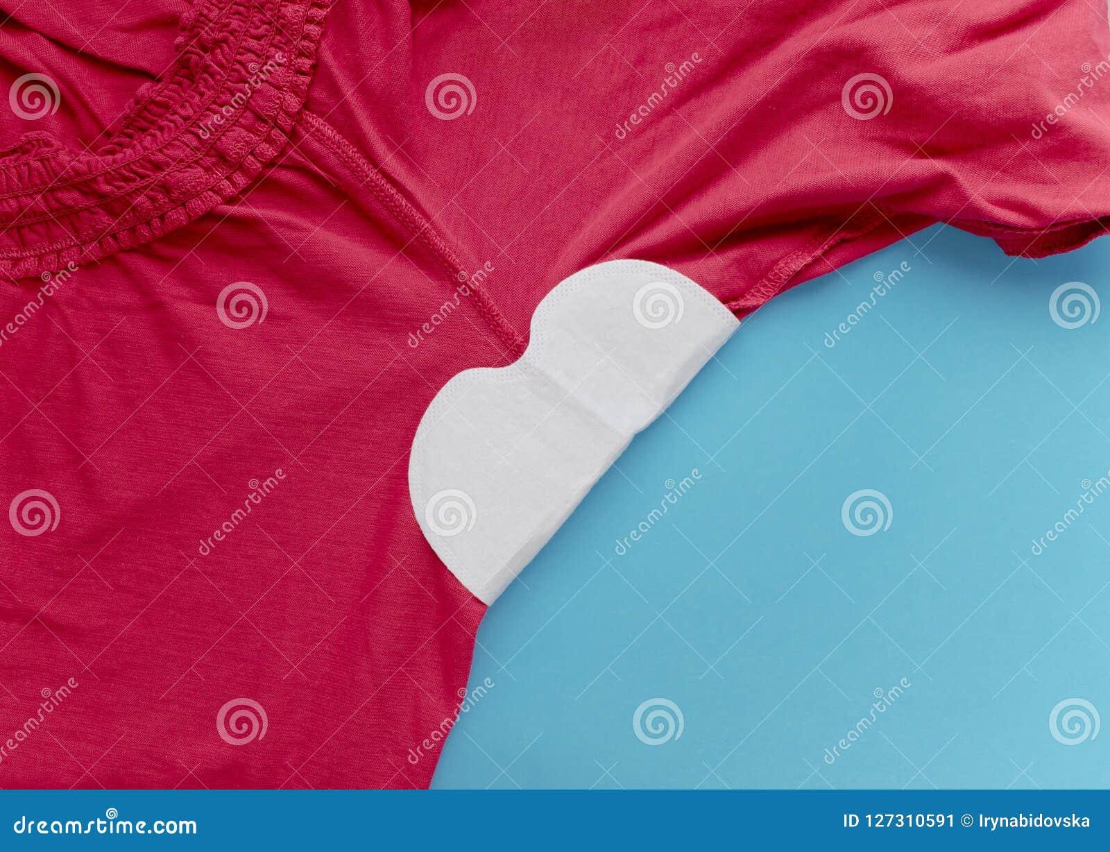 c5803c3454e5 Striscia da sudore allegato alle ascelle ai vestiti Come proteggere i  vestiti dal punto del sudore
