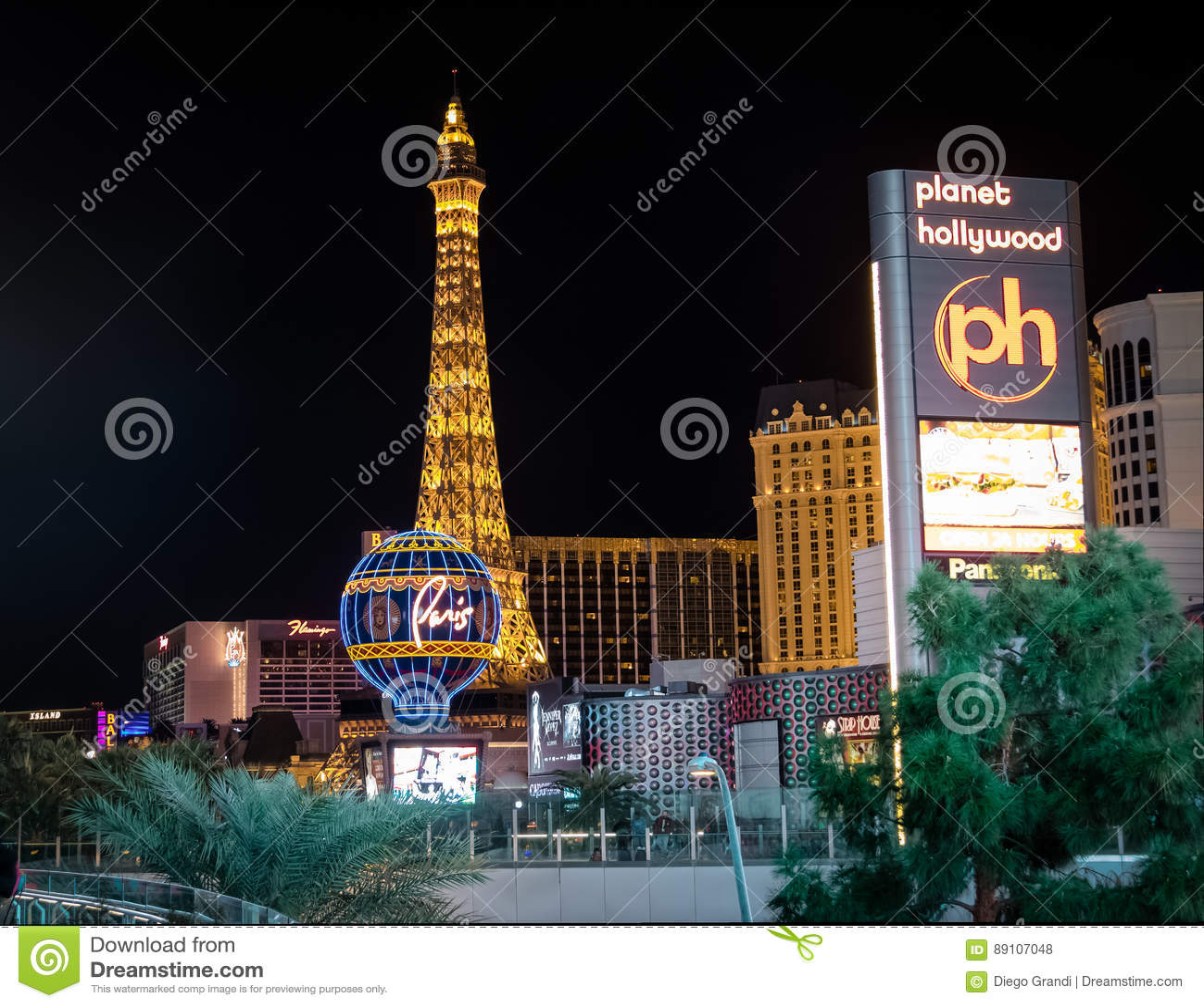 Striscia di Las Vegas e casinò dell hotel di Parigi alla notte - Las Vegas, Nevada, U.S.A.