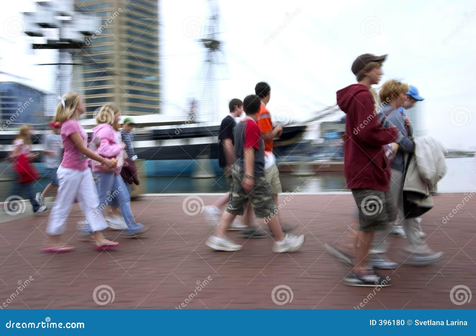 Stroll de matin dans une grande ville