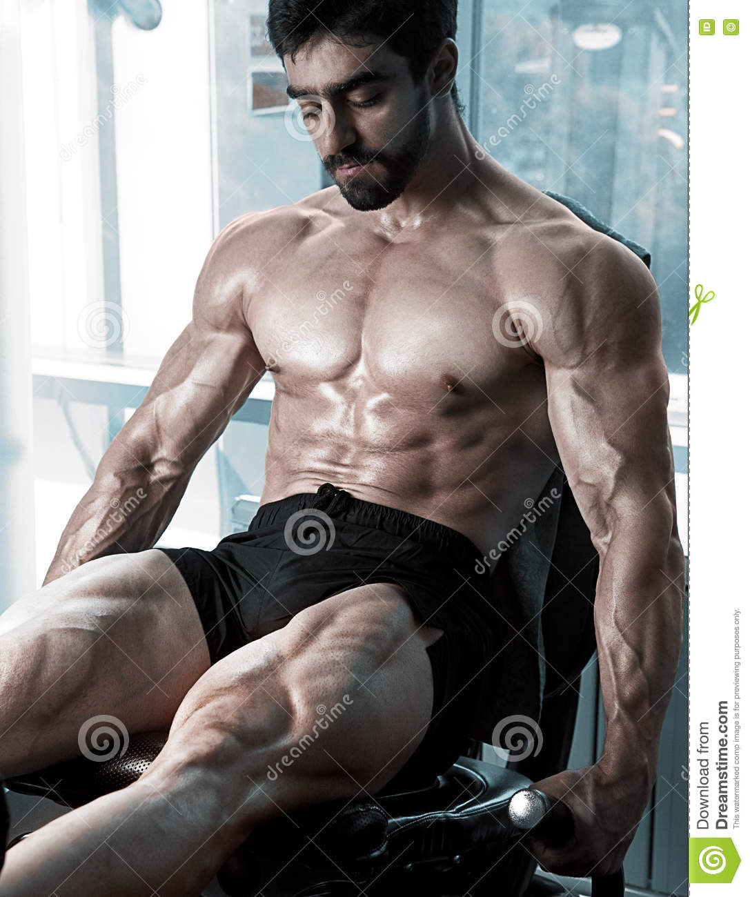 Strong bodybuilder training quads