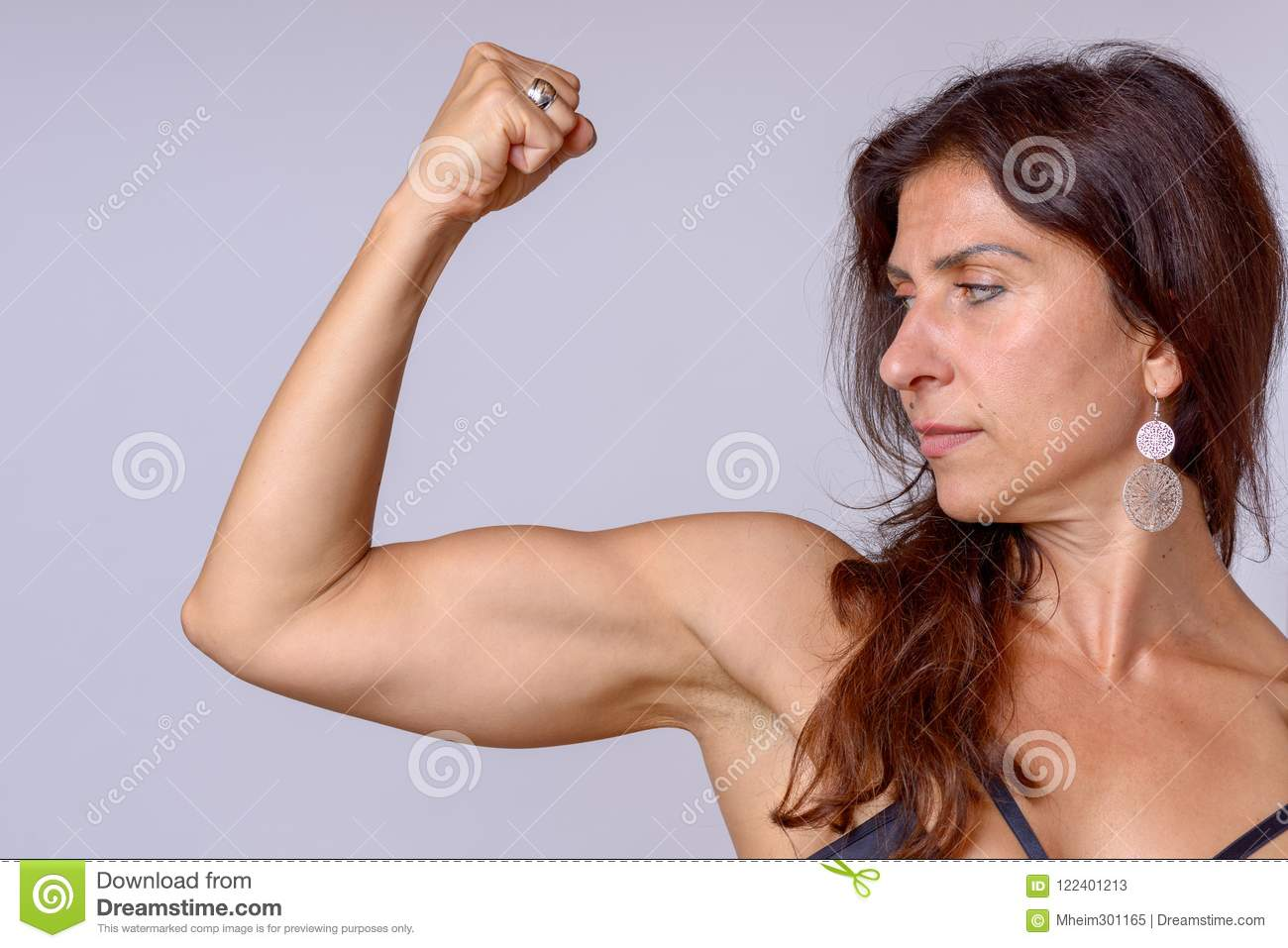 Mature feminine bicep flexing