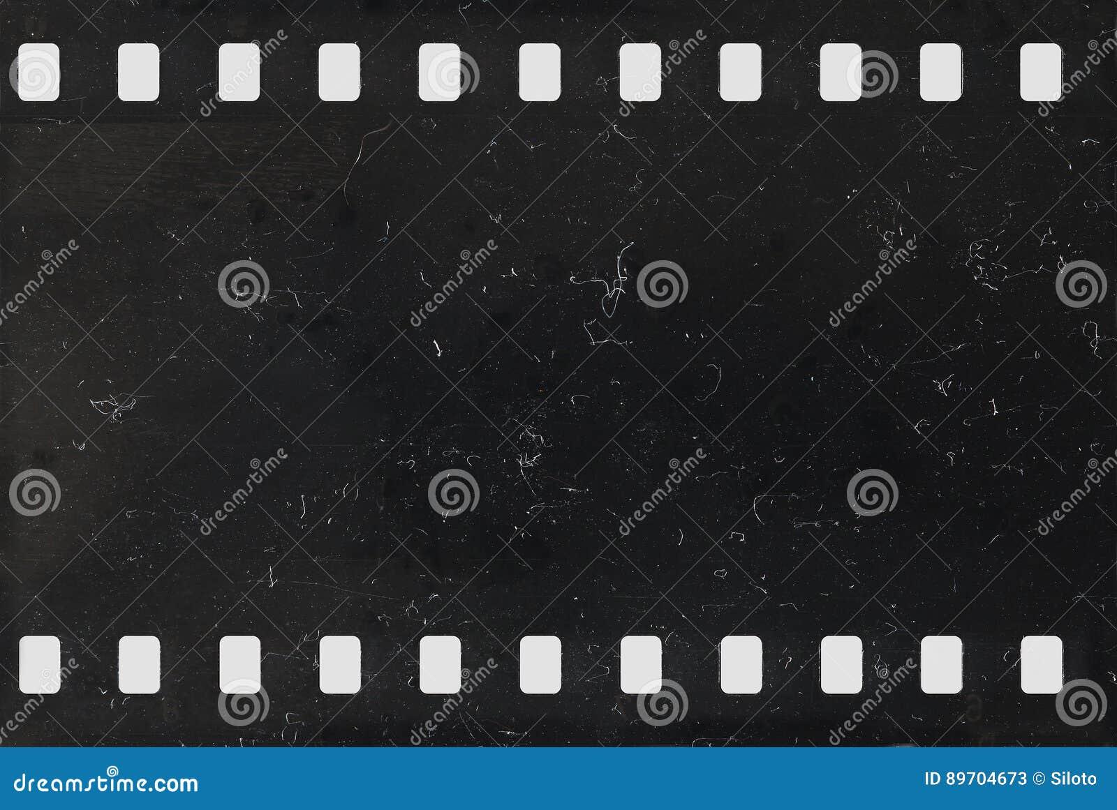 Strook van oude negatieve celluloidfilm met stof en krassen
