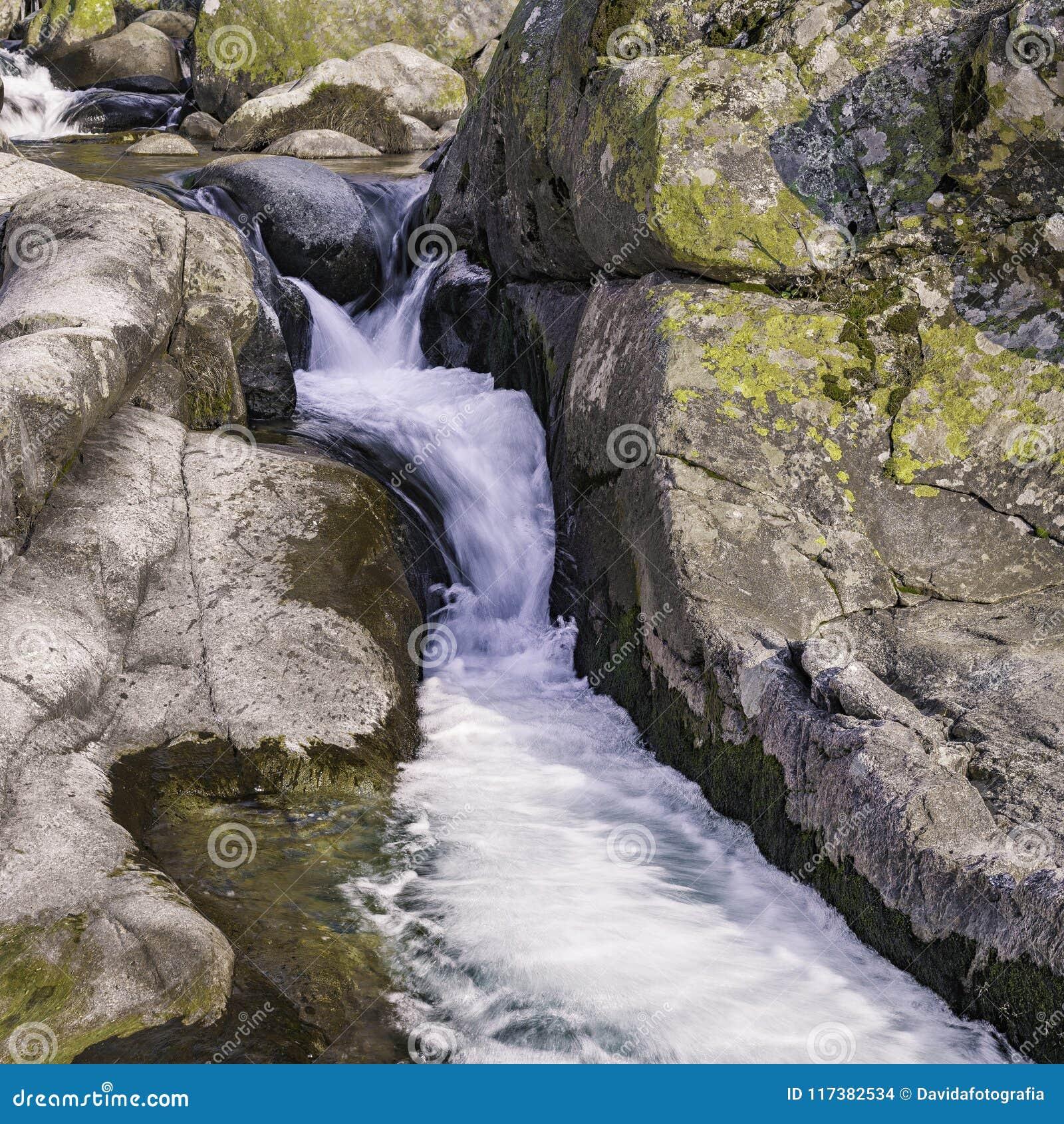 Stroomversnelling van een rivier Gredos