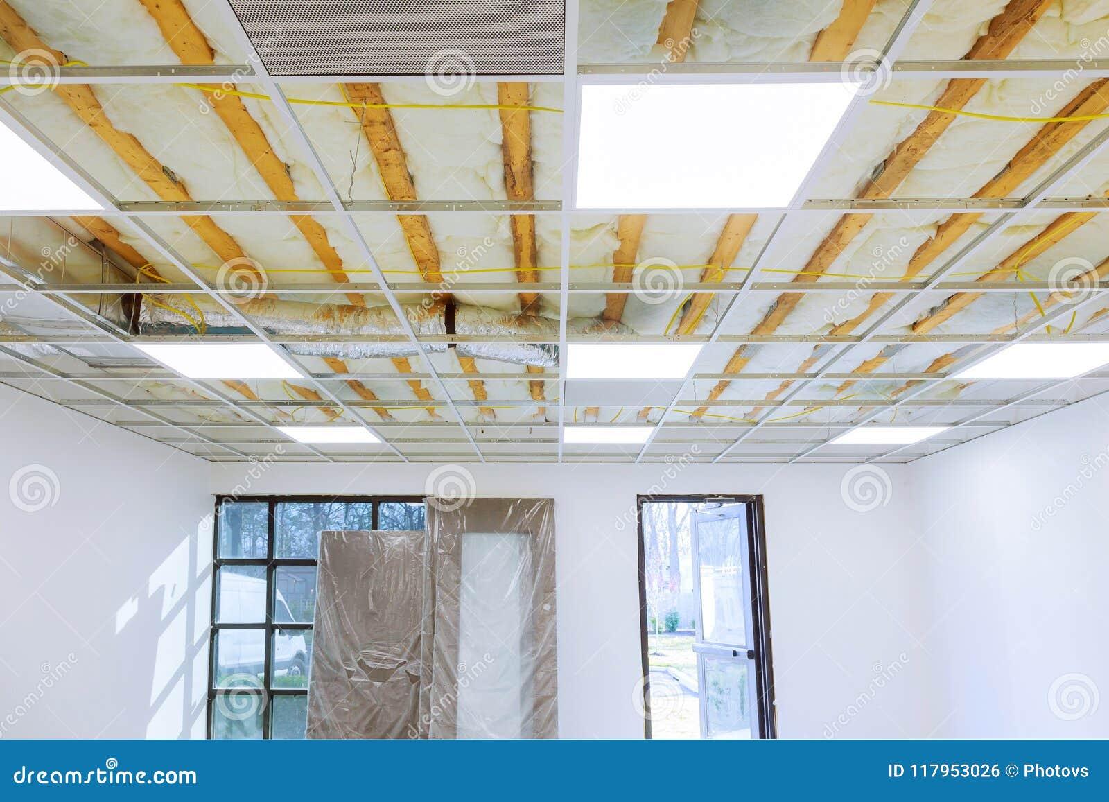 Structure De Plafond Suspendu Avant Installation De La Plaque De