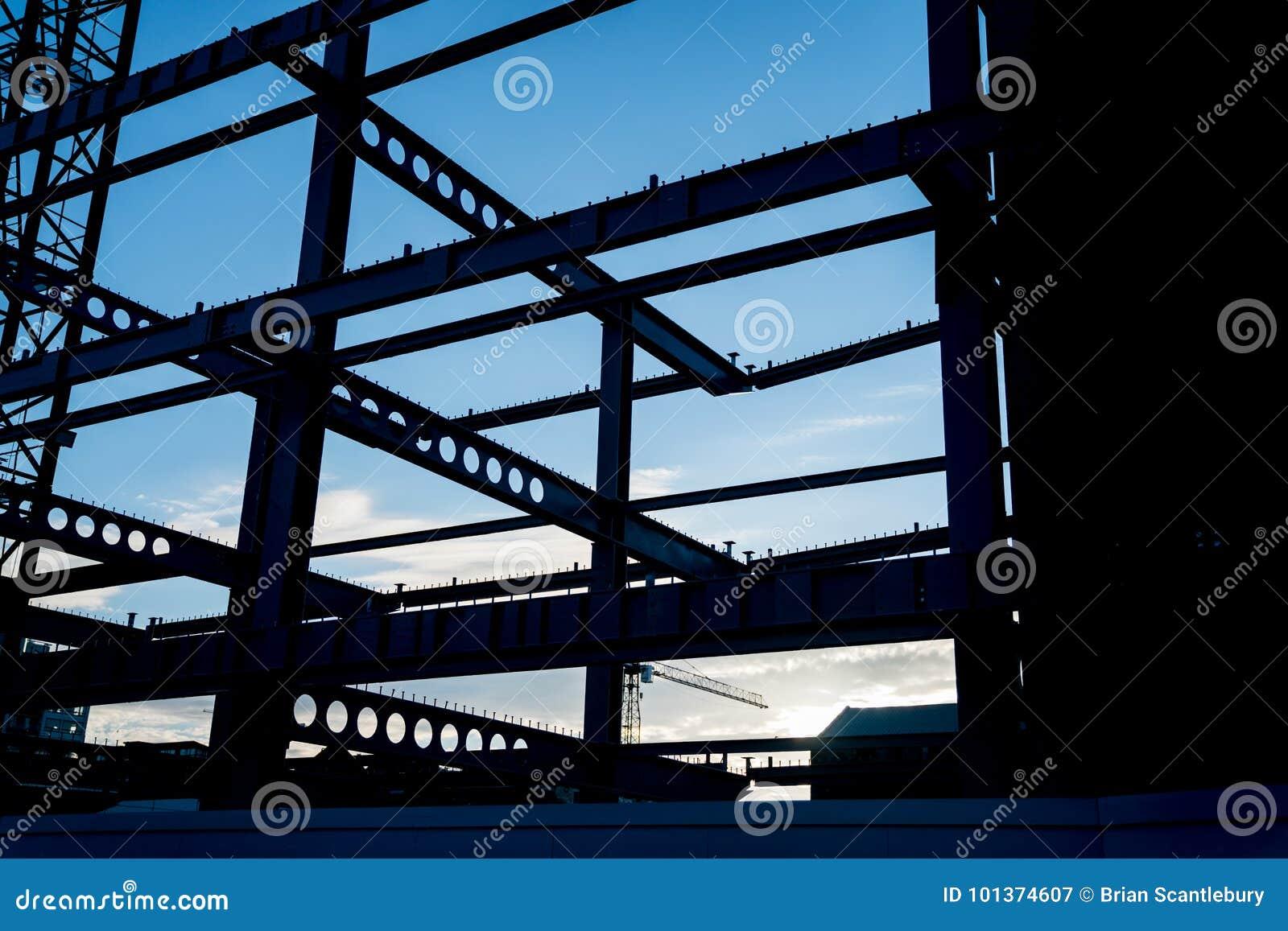 Structureel die staalbalken in silhouet worden ontworpen