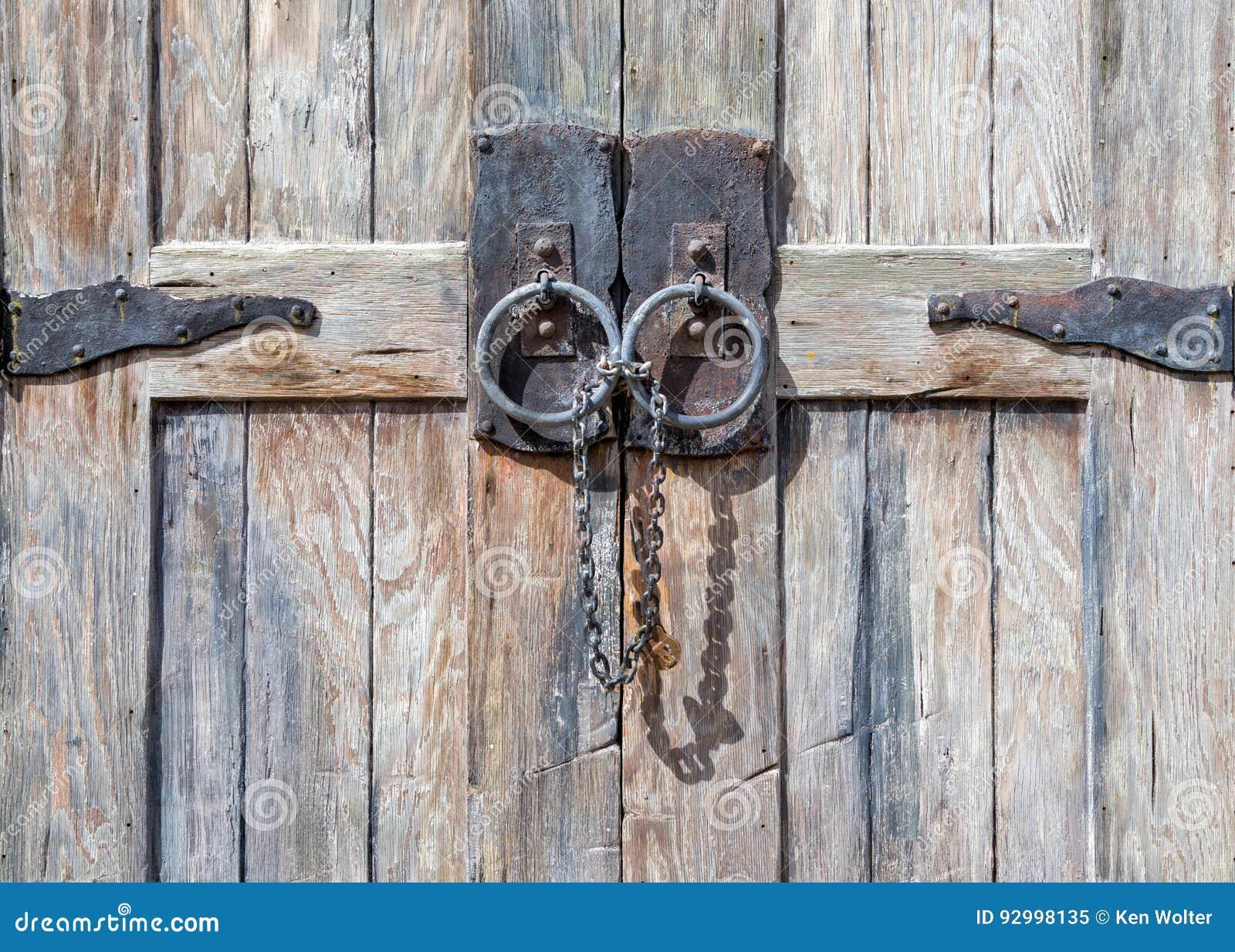 Verschlossene tür  Strukturierte Antiken-verschlossene Tür Stock Abbildung - Bild ...