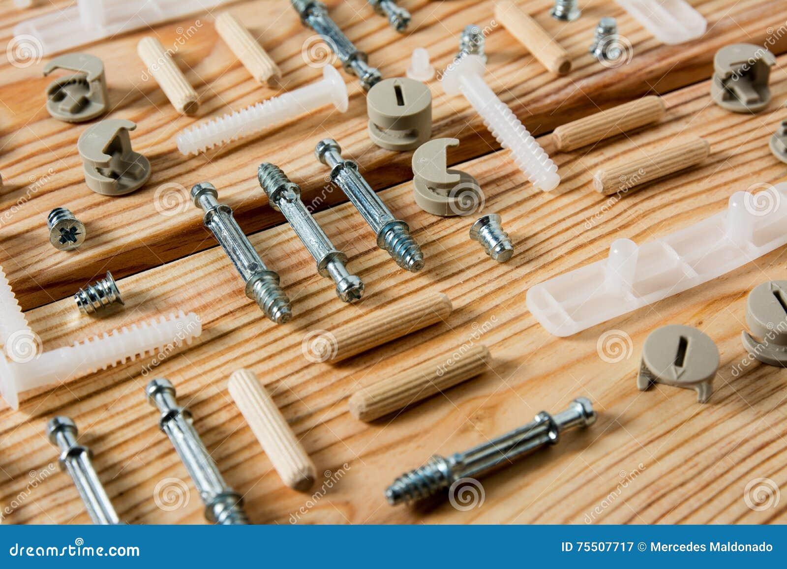 Strumenti assortiti della lavorazione del legno e di for Progettazione di mobili lavorazione del legno