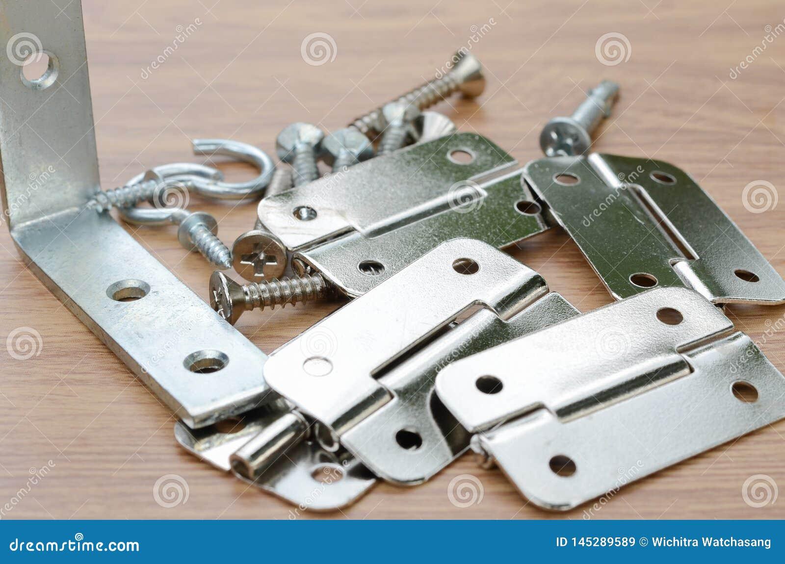 Strumenti e pezzi di ricambio automatici