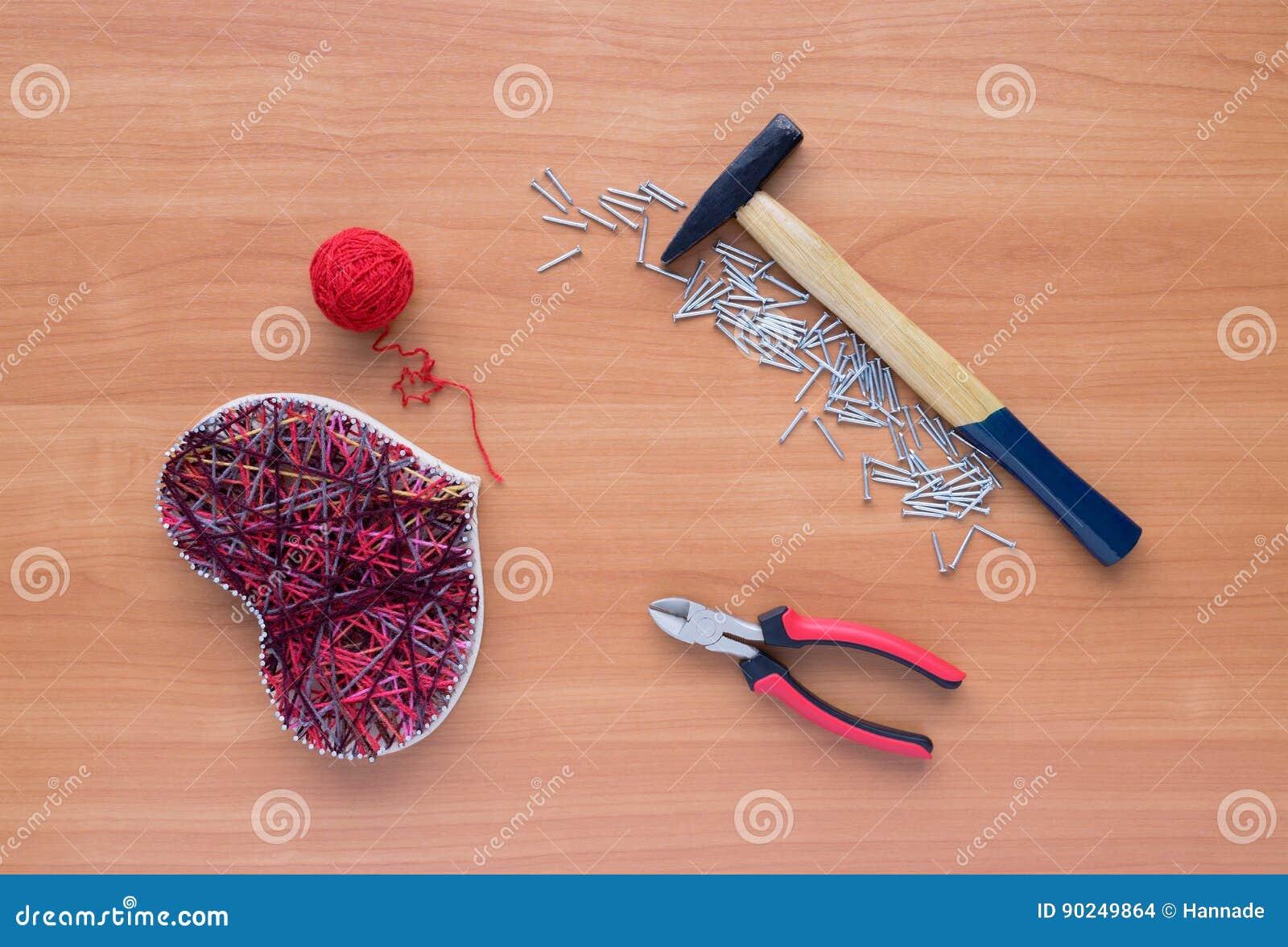 Strumenti Per Lavoro Manuale Nell Arte Della Corda Della Scaletta Sulla Tavola Di Legno Fotografia Stock Immagine Di Struttura Handmade 90249864