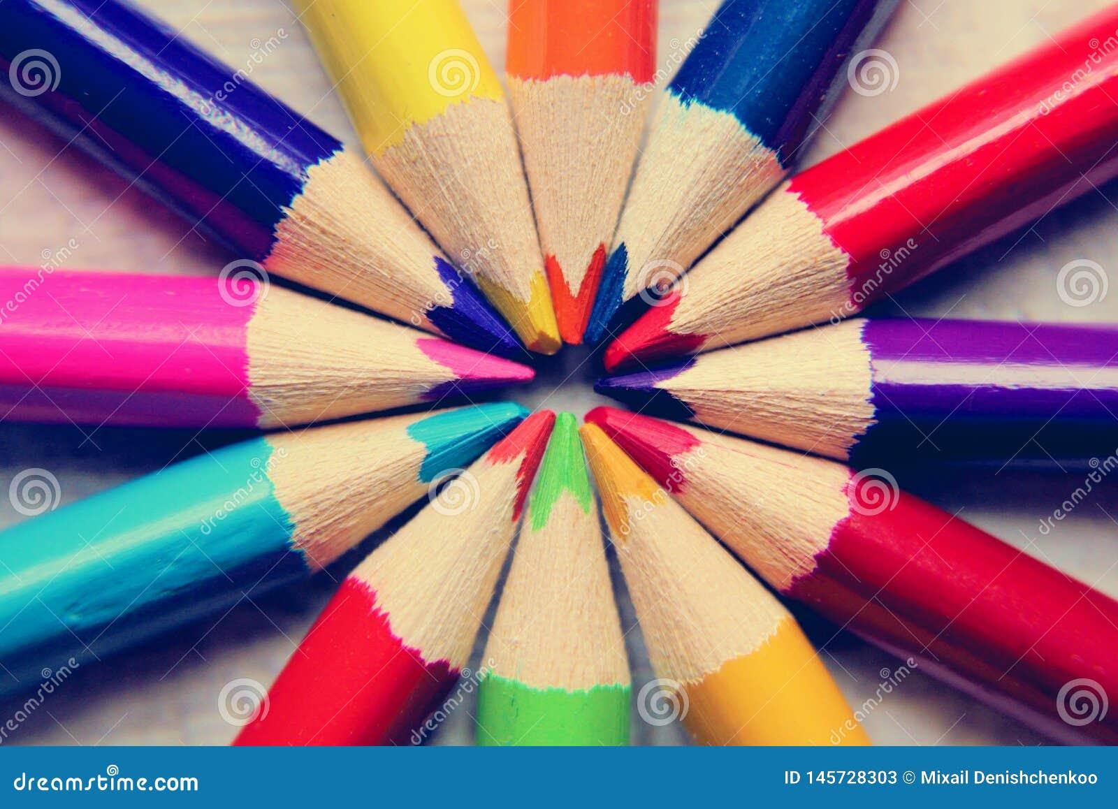 Strumento della matita sotto forma di barretta fatta del materiale di scrittura