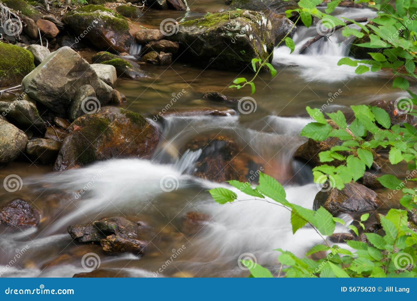 Strumień wody bieżącej