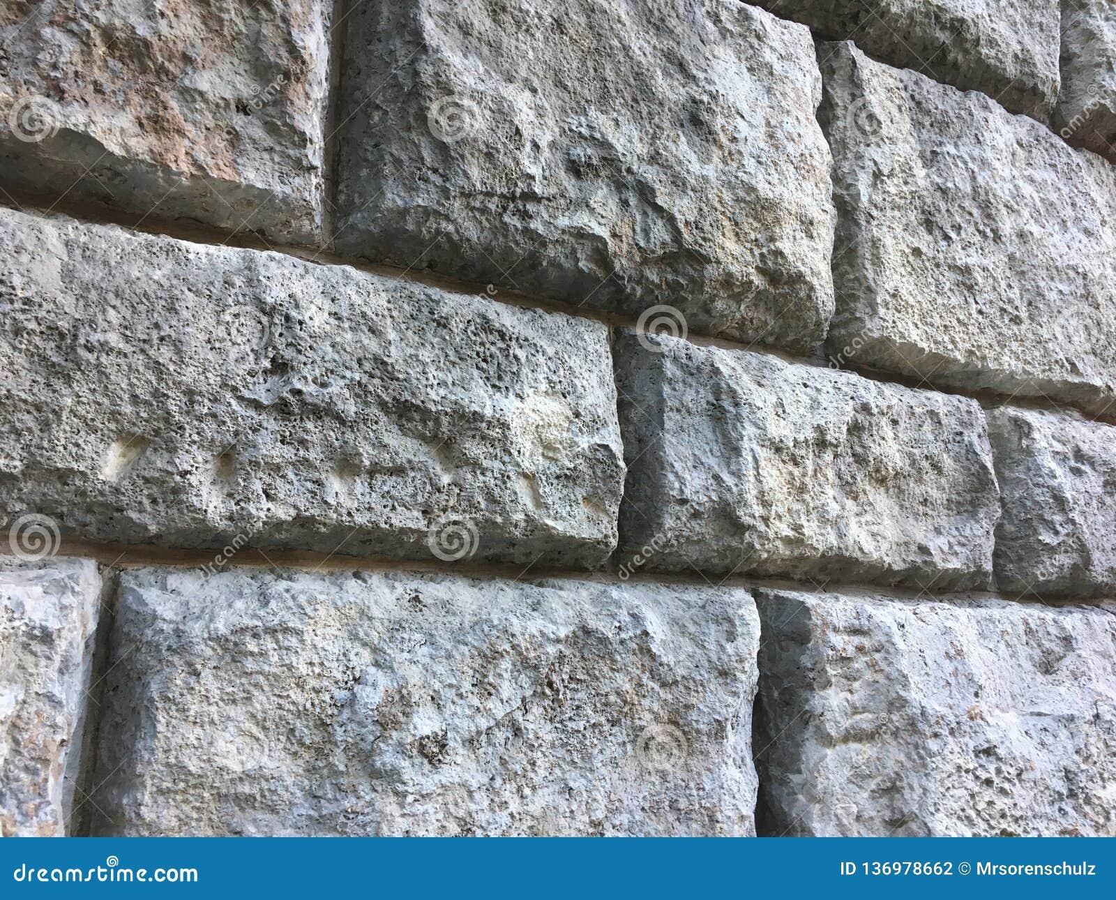 Struttura della parete di pietra con i grandi mattoni su monumento storico antico