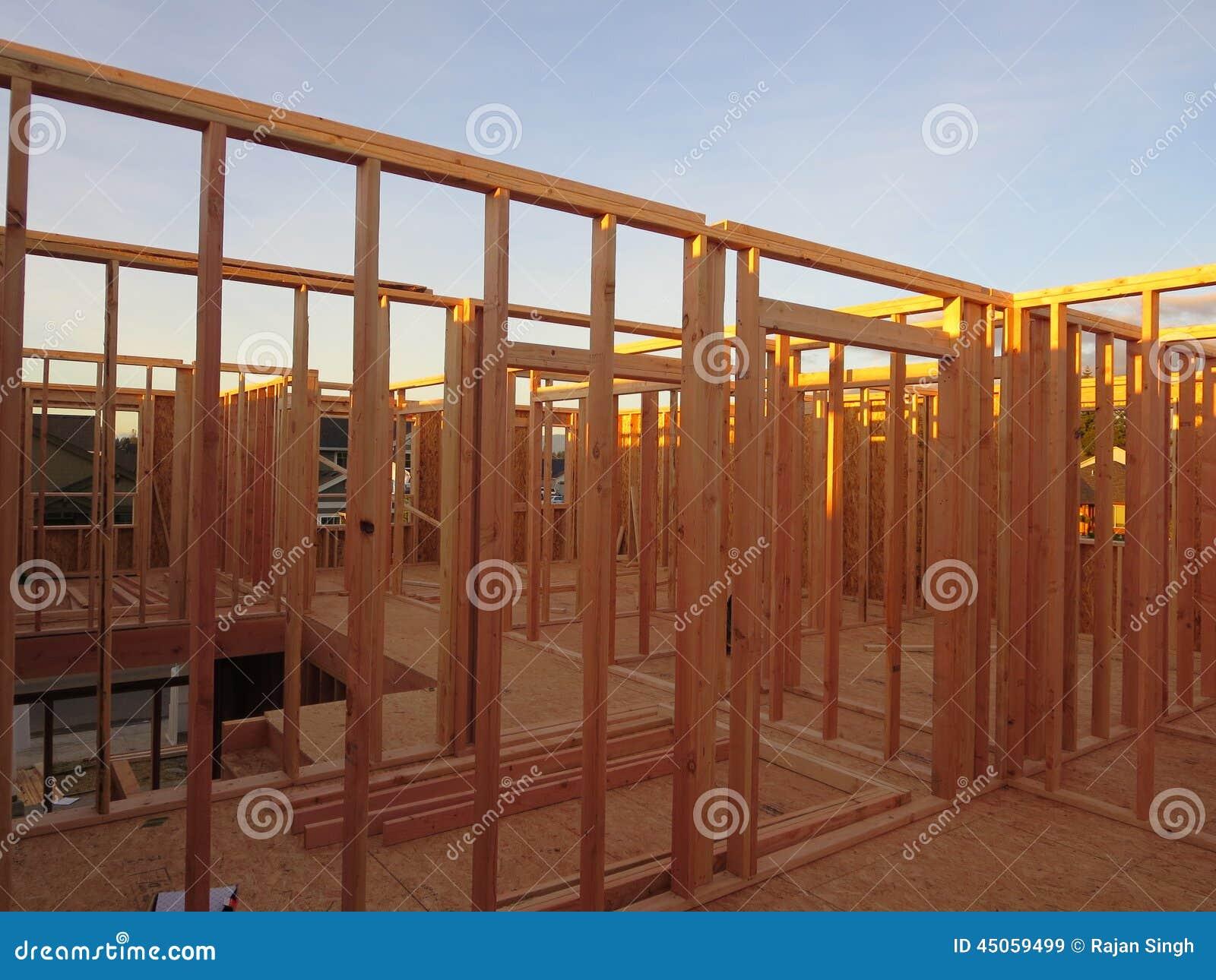 Struttura delle stanze del secondo piano di una casa di legno in costruzione