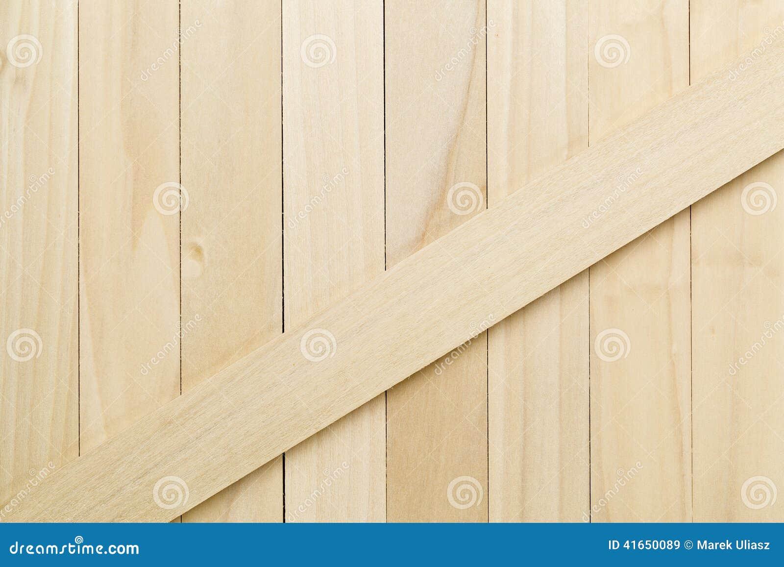Struttura non finita di legno del pioppo