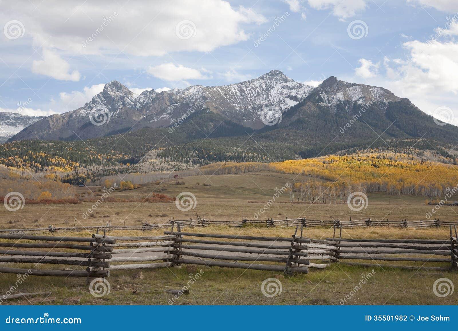 Strutture di legno del recinto