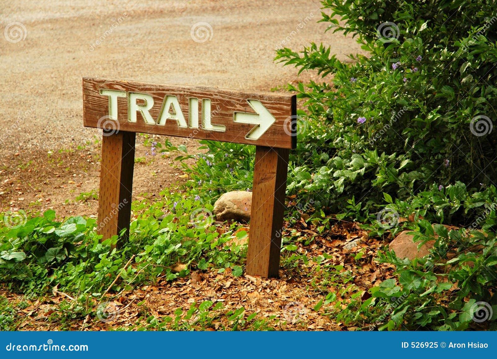 Strzała śladu lasu trailhead znaku