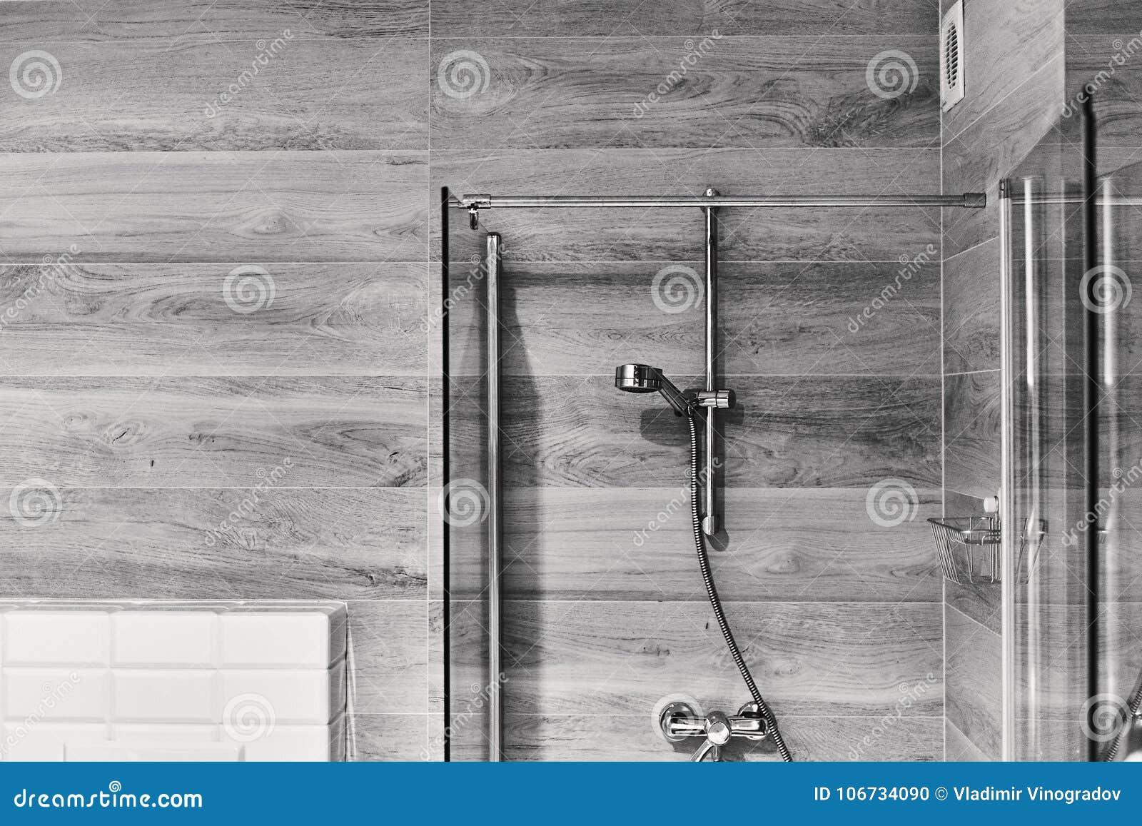 Strzelający Elegancka Czarny I Biały łazienka Z Prysznic