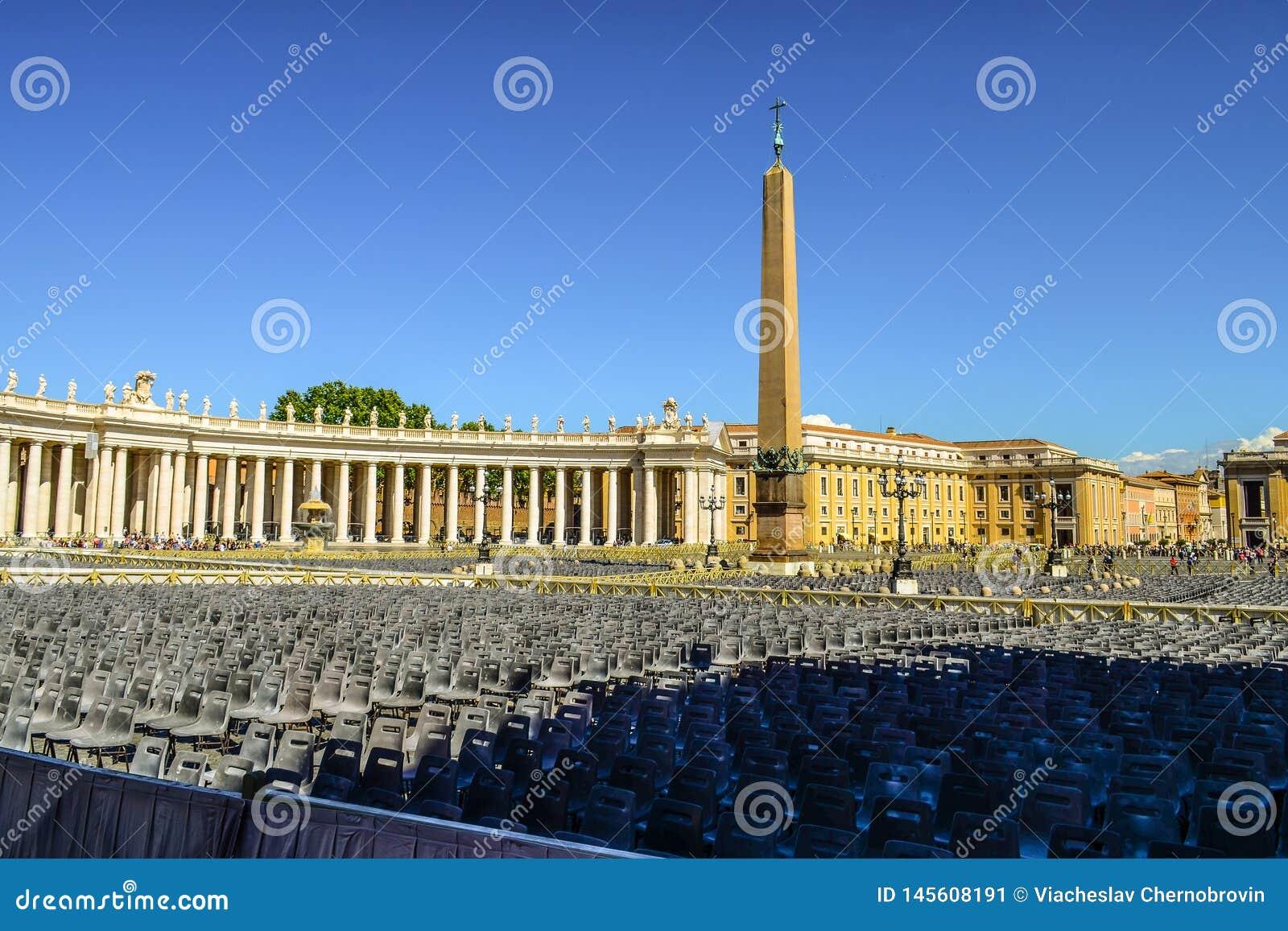 Sts Peter fyrkant och forntida egyptiska obelisk på mitten av fyrkanten italy rome