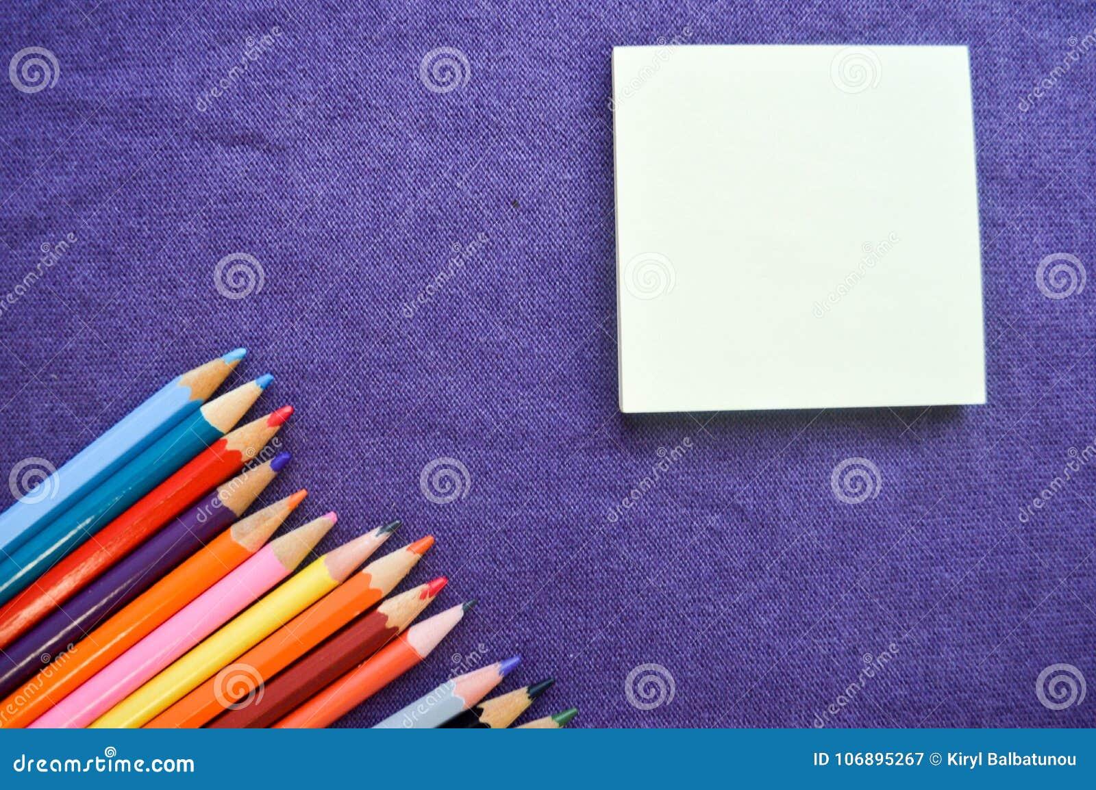 Stubarwni, jaskrawi, kolorowi ołówki dla rysować,
