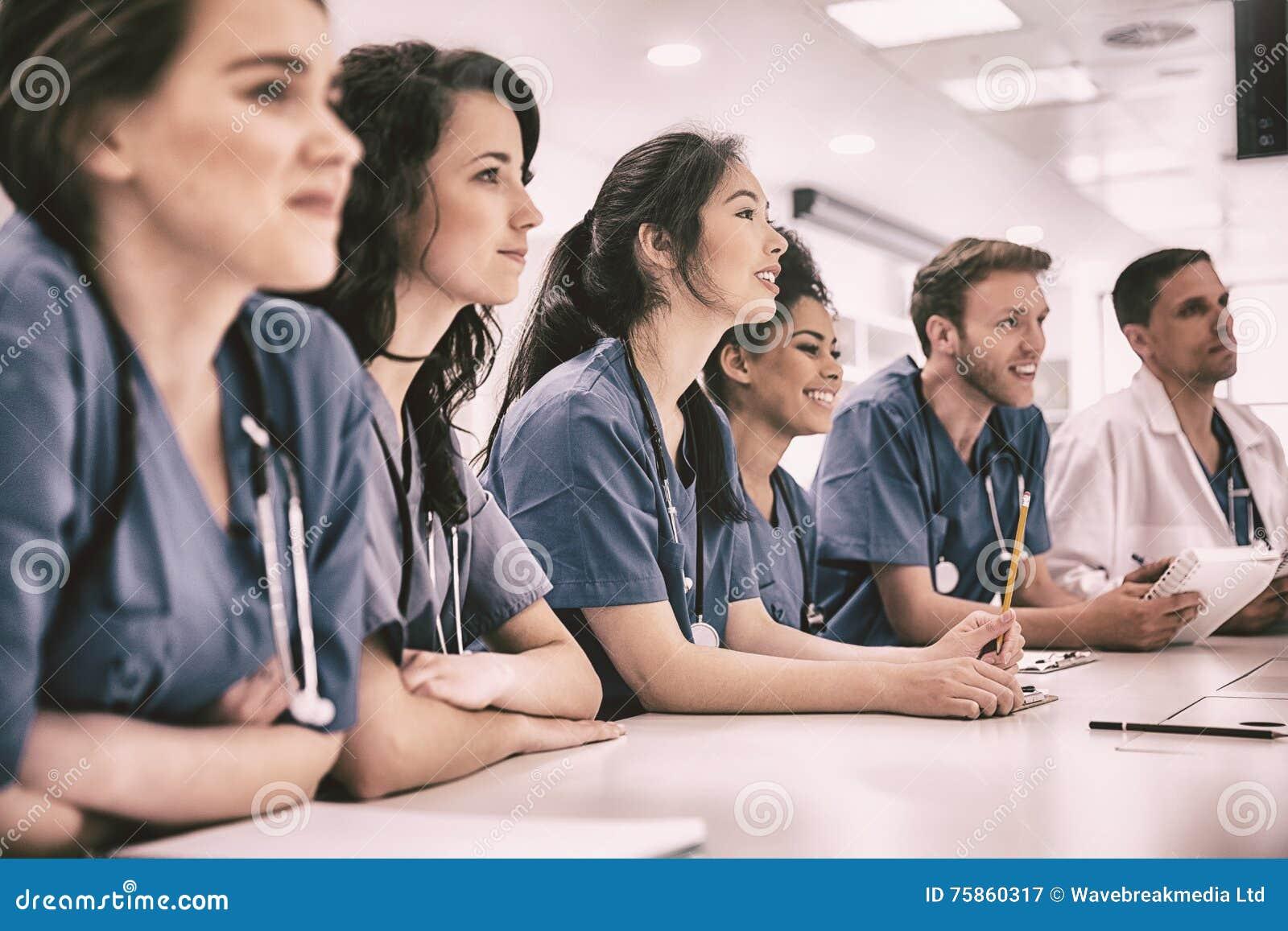 czy studenci medycyny łączą się