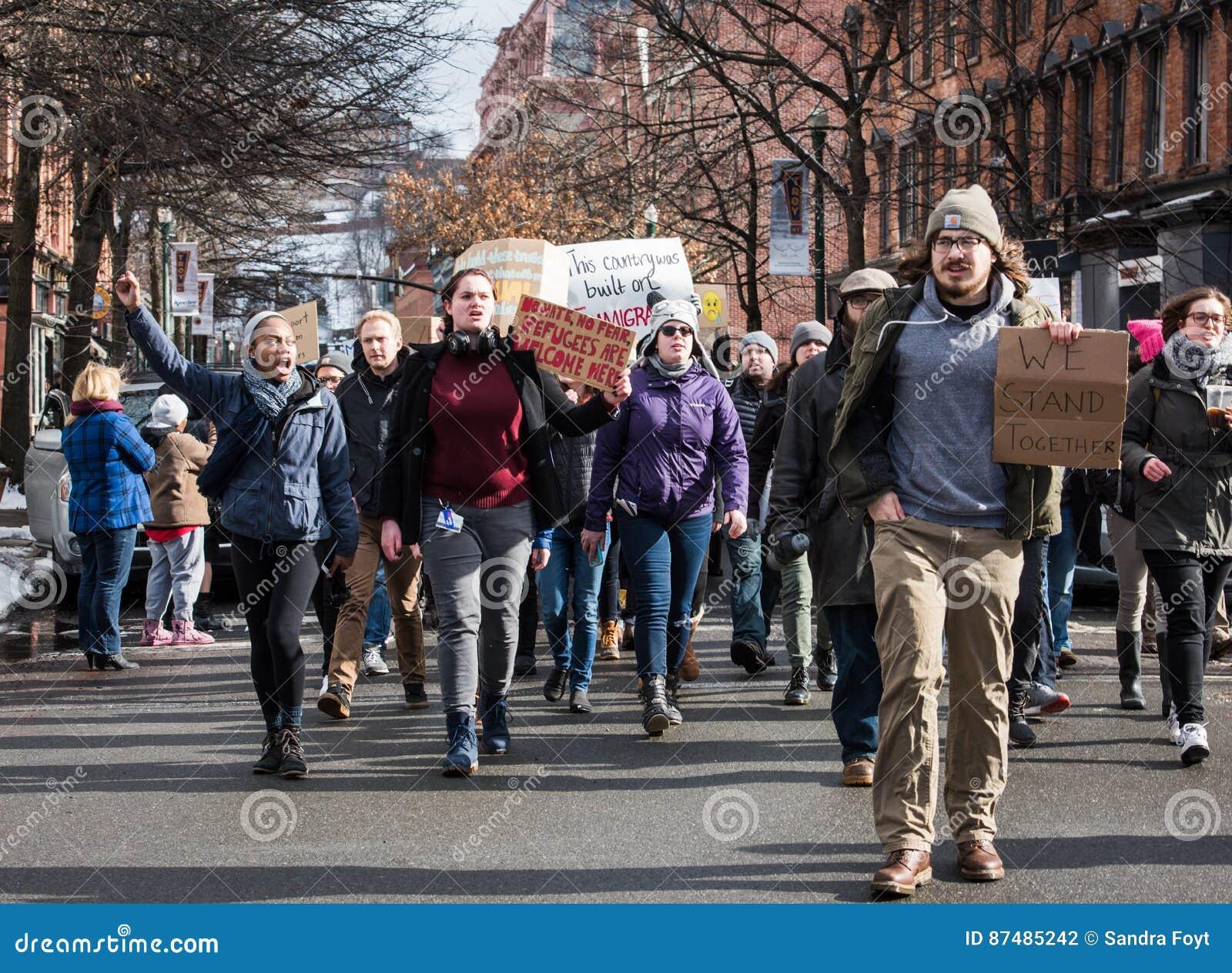 Student Protest auf Straßen von im Stadtzentrum gelegenem Troja, New York
