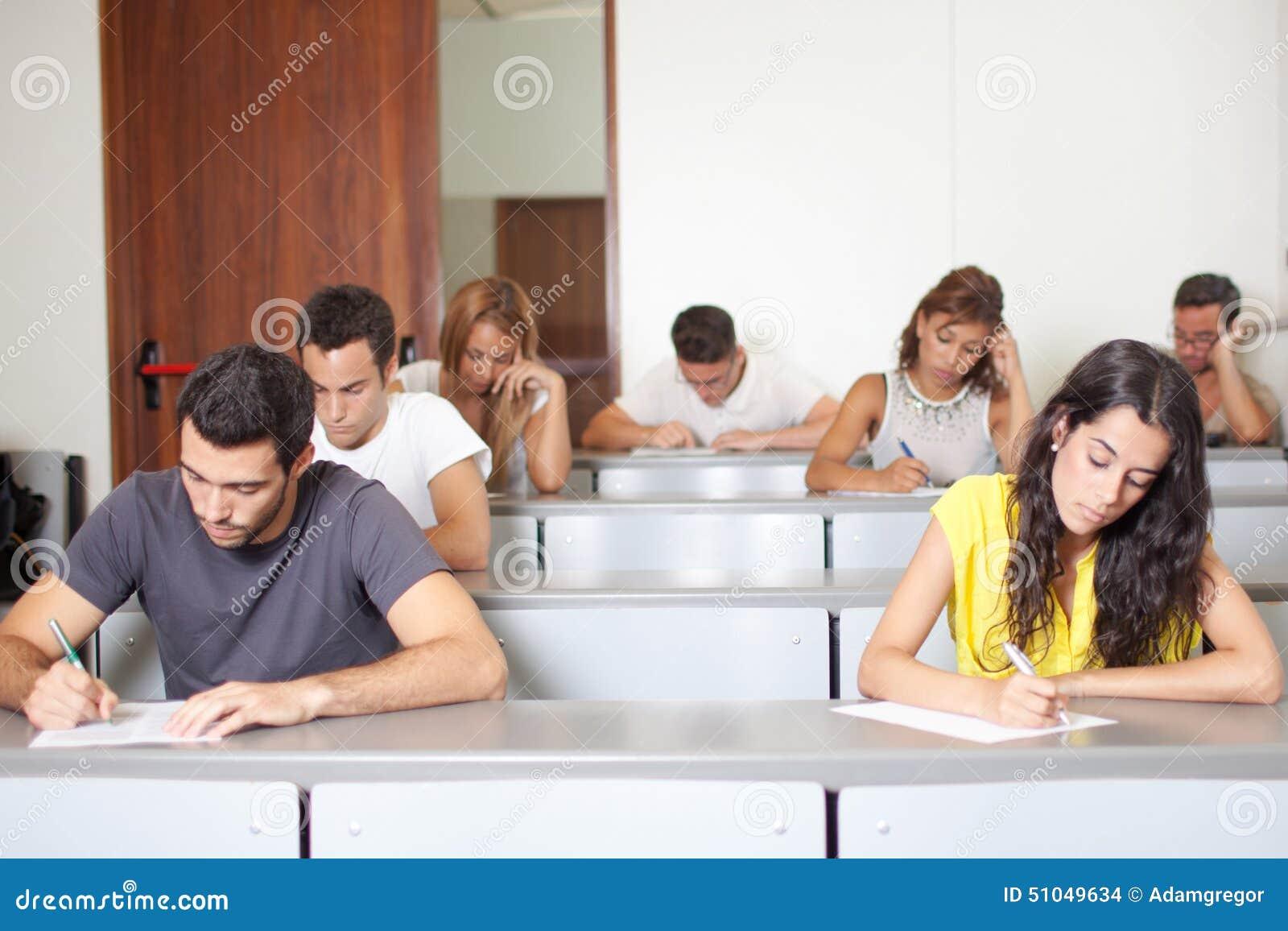 Studenten, Die Prüfung Schreiben Stockfoto - Bild von schreiben ...