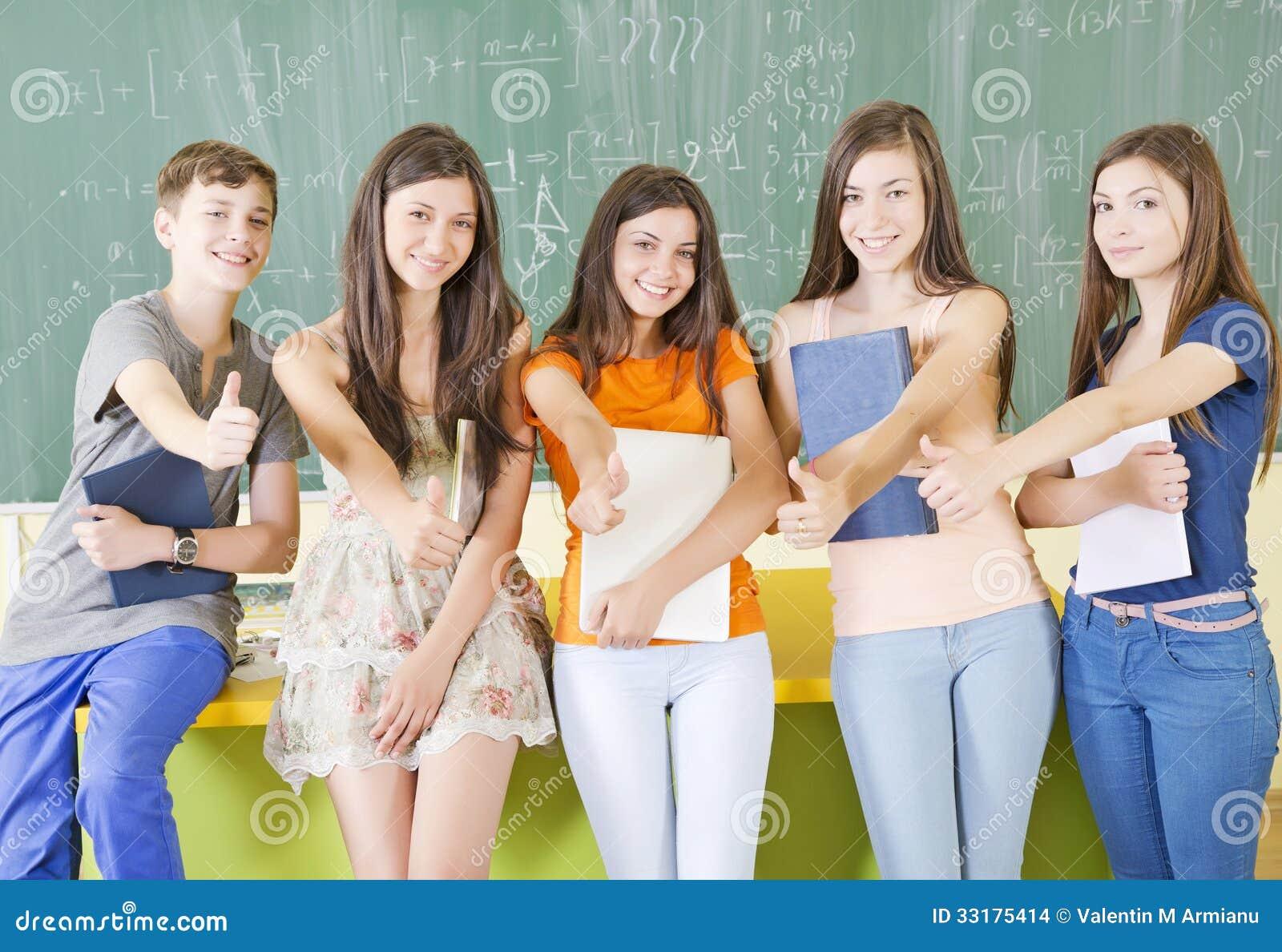 Studenter med tummar upp