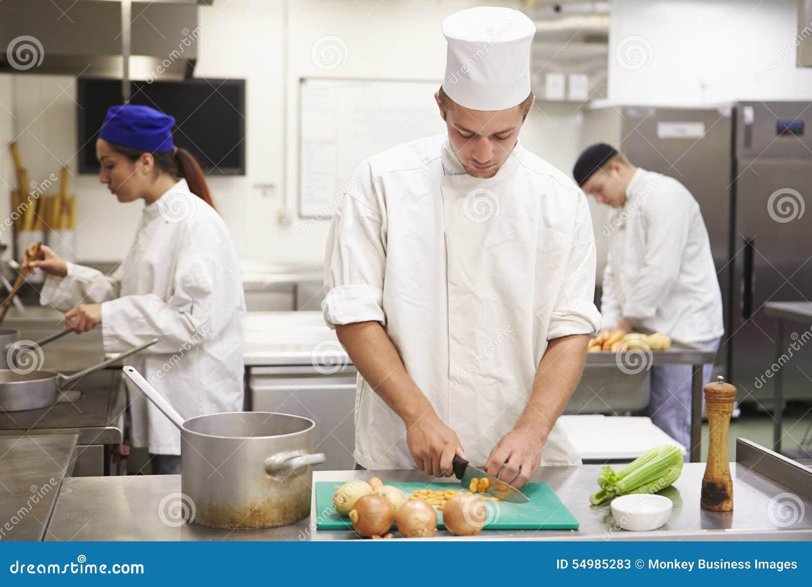 Studenter som utbildar för att arbeta, i att sköta om bransch