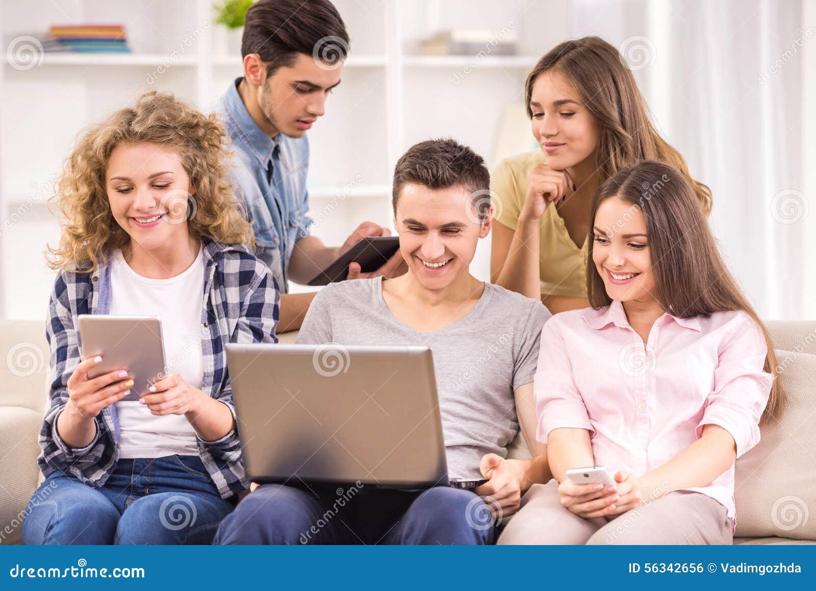 Studenti con gli aggeggi