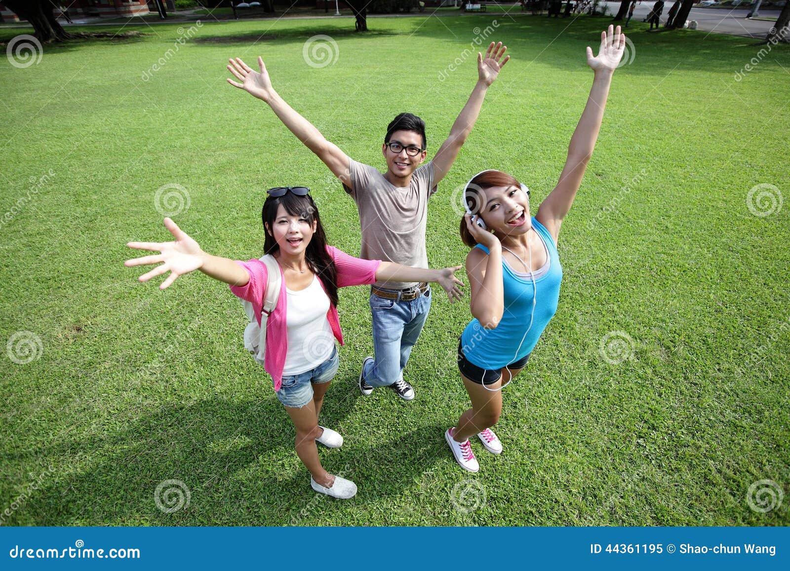 Studenti di college felici spensierati