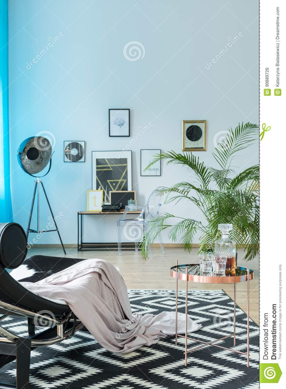 Studio with contrast color carpet