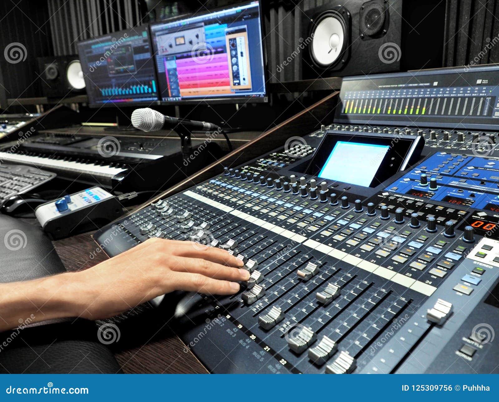 Studio d enregistrement sonore avec l appareil d enregistrement de musique