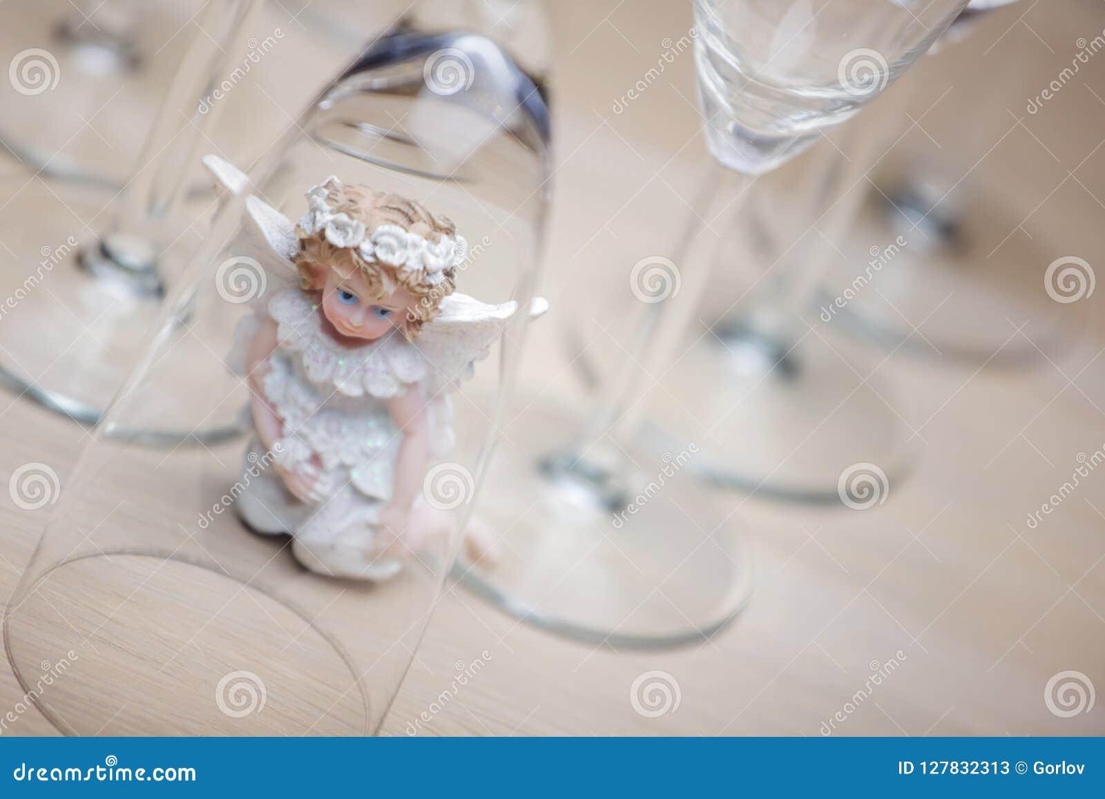 Studio di vetro di angelo del champagne di nozze