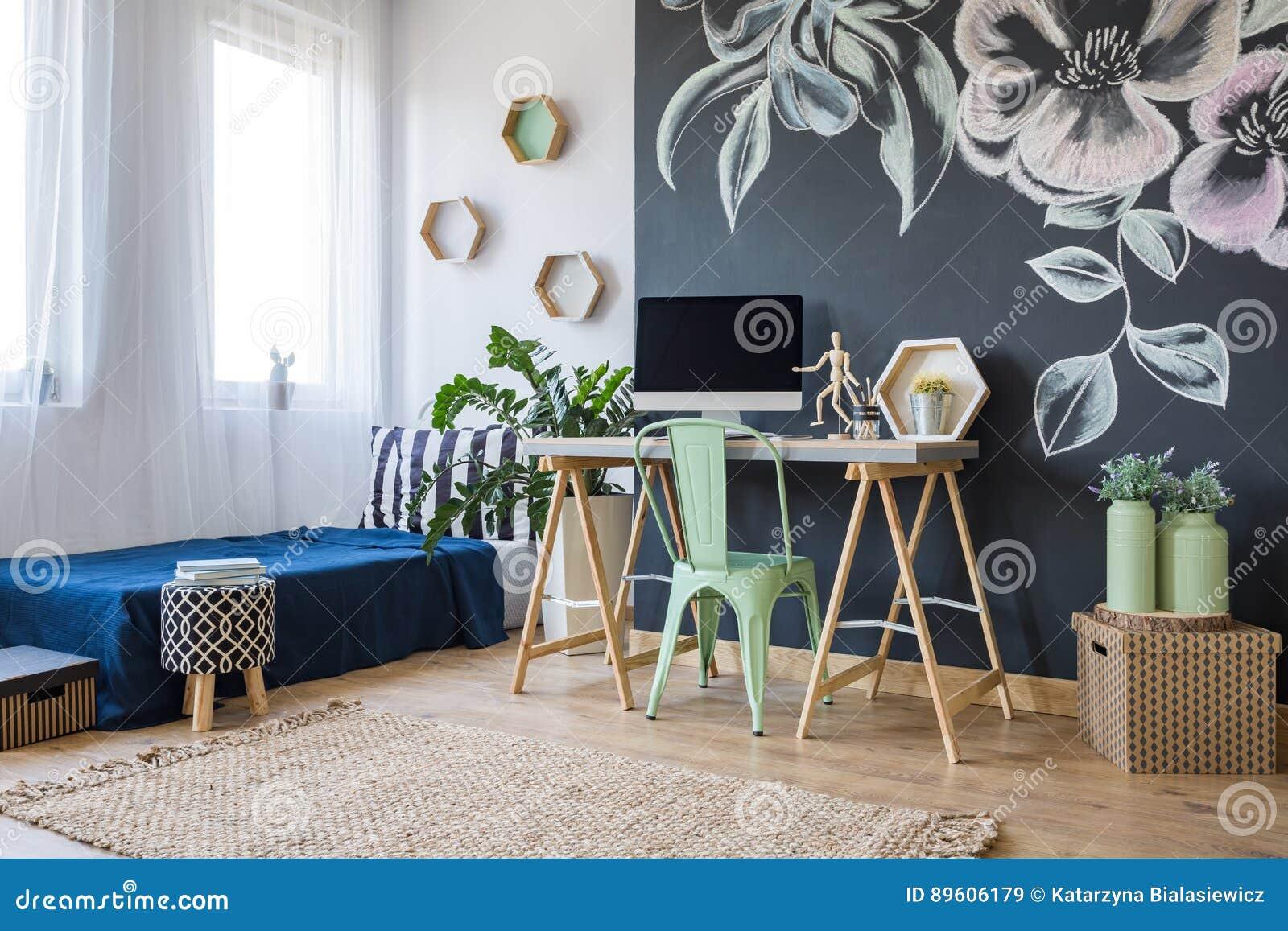 Studio med ett blom- motiv