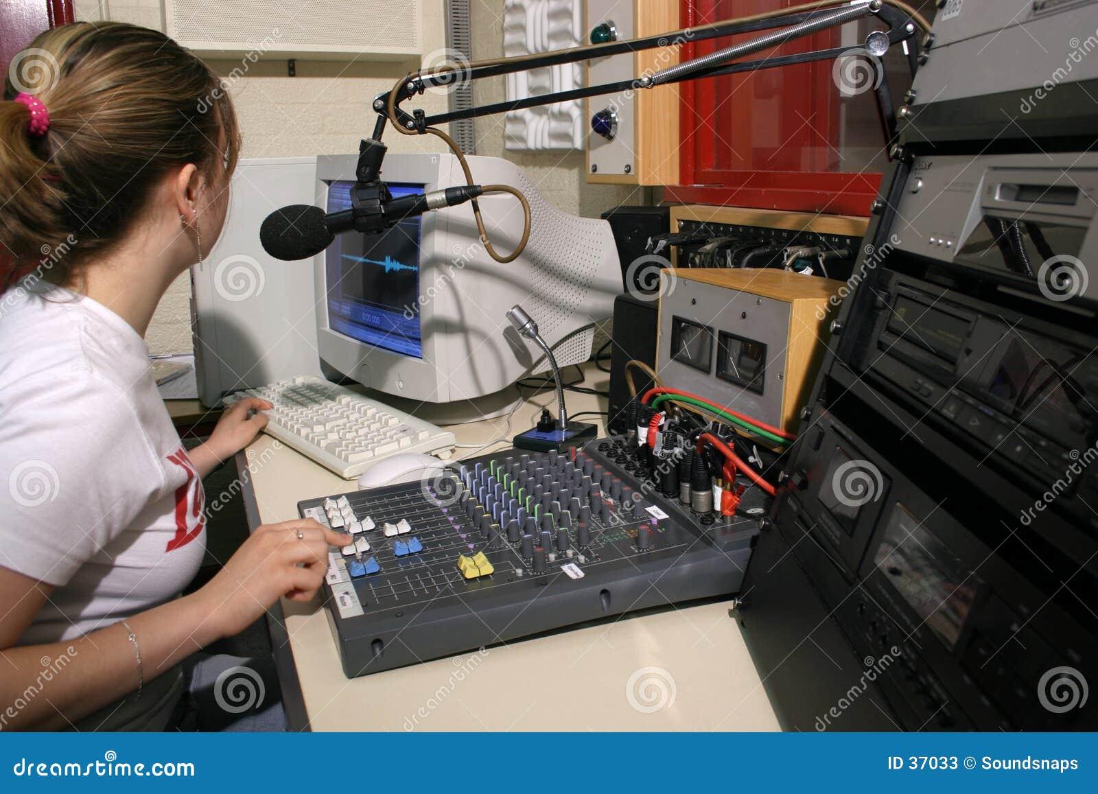 Download Studio radiowe powietrza obraz stock. Obraz złożonej z podawca - 37033