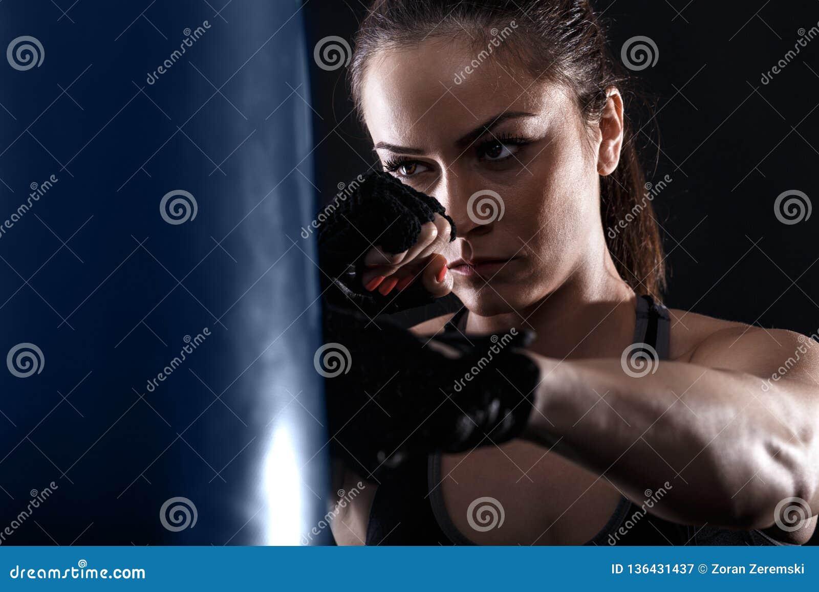 Studio strzelający żeński bokser