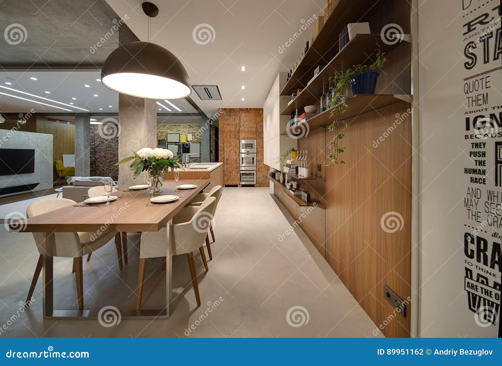 Studiowohnung In Der Dachbodenart Stockfoto - Bild von modern ...