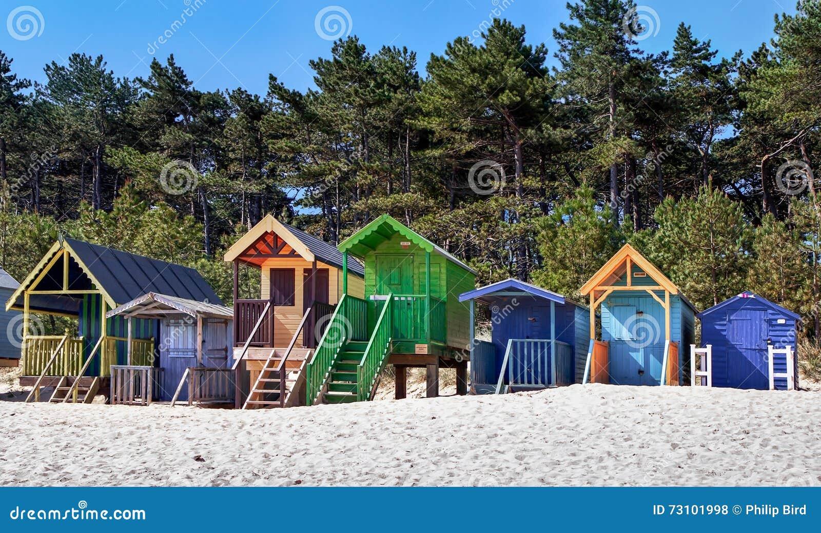 STUDNIE NASTĘPNIE morze, NORFOLK/UK - CZERWIEC 3: Niektóre jaskrawy coloured