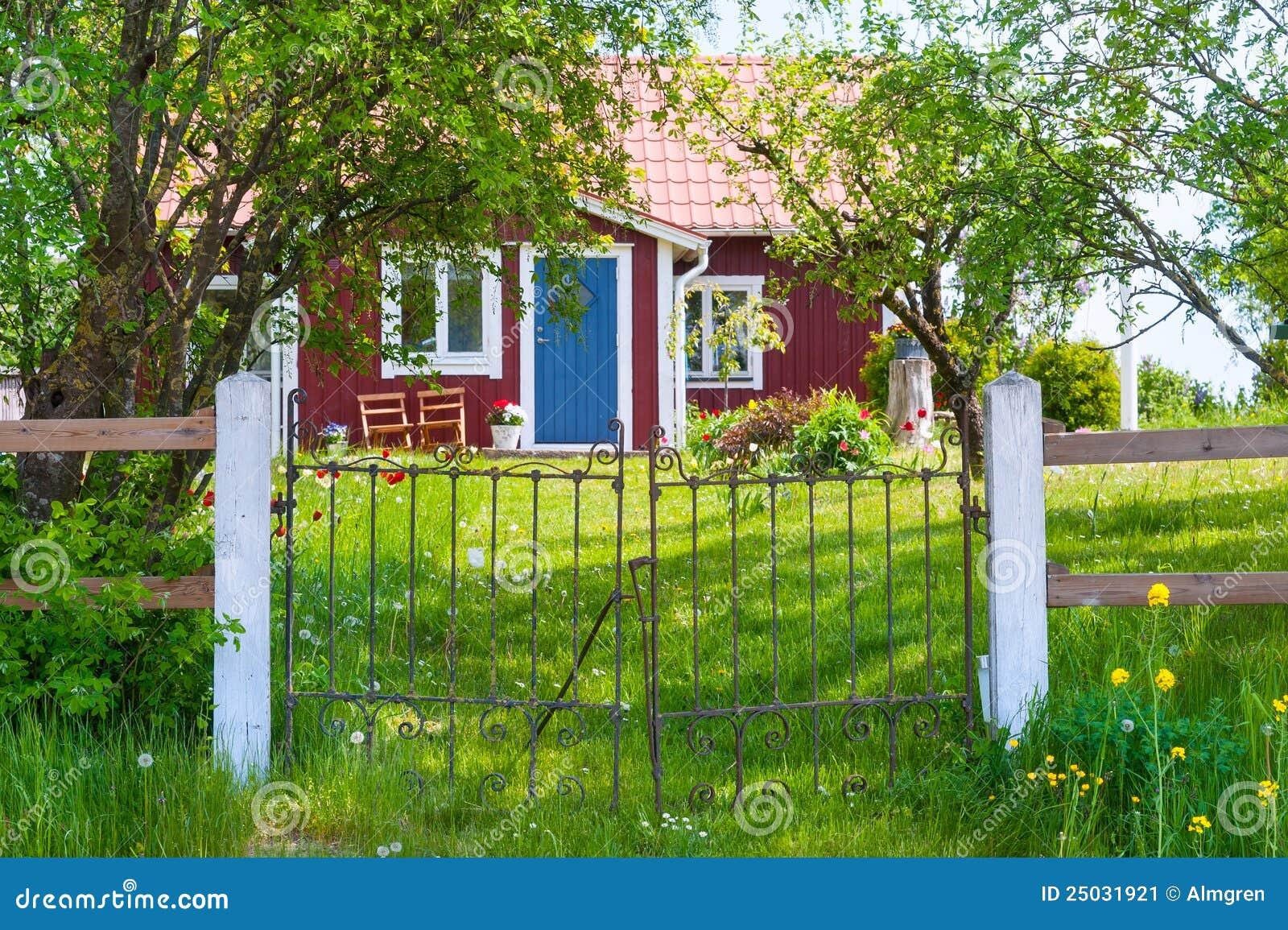 Stugaingång träröda sweden