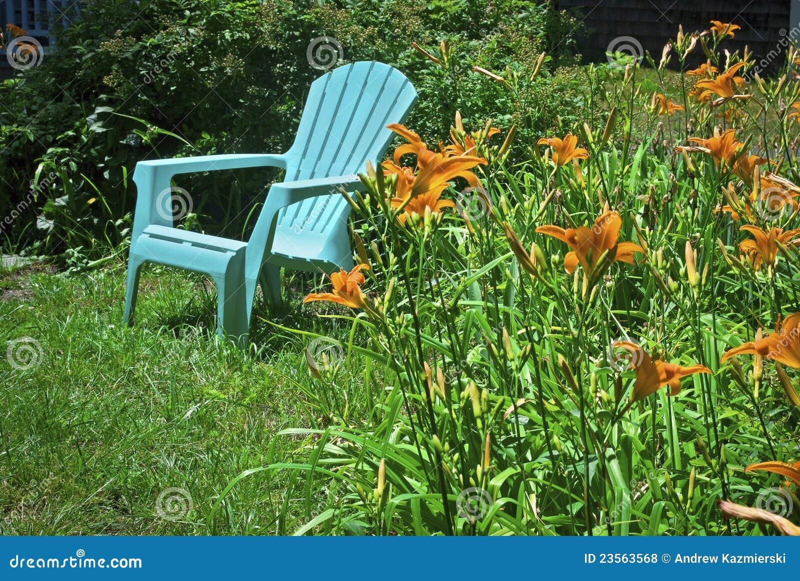 stuhl und tiger lilien lizenzfreie stockfotos bild 23563568. Black Bedroom Furniture Sets. Home Design Ideas