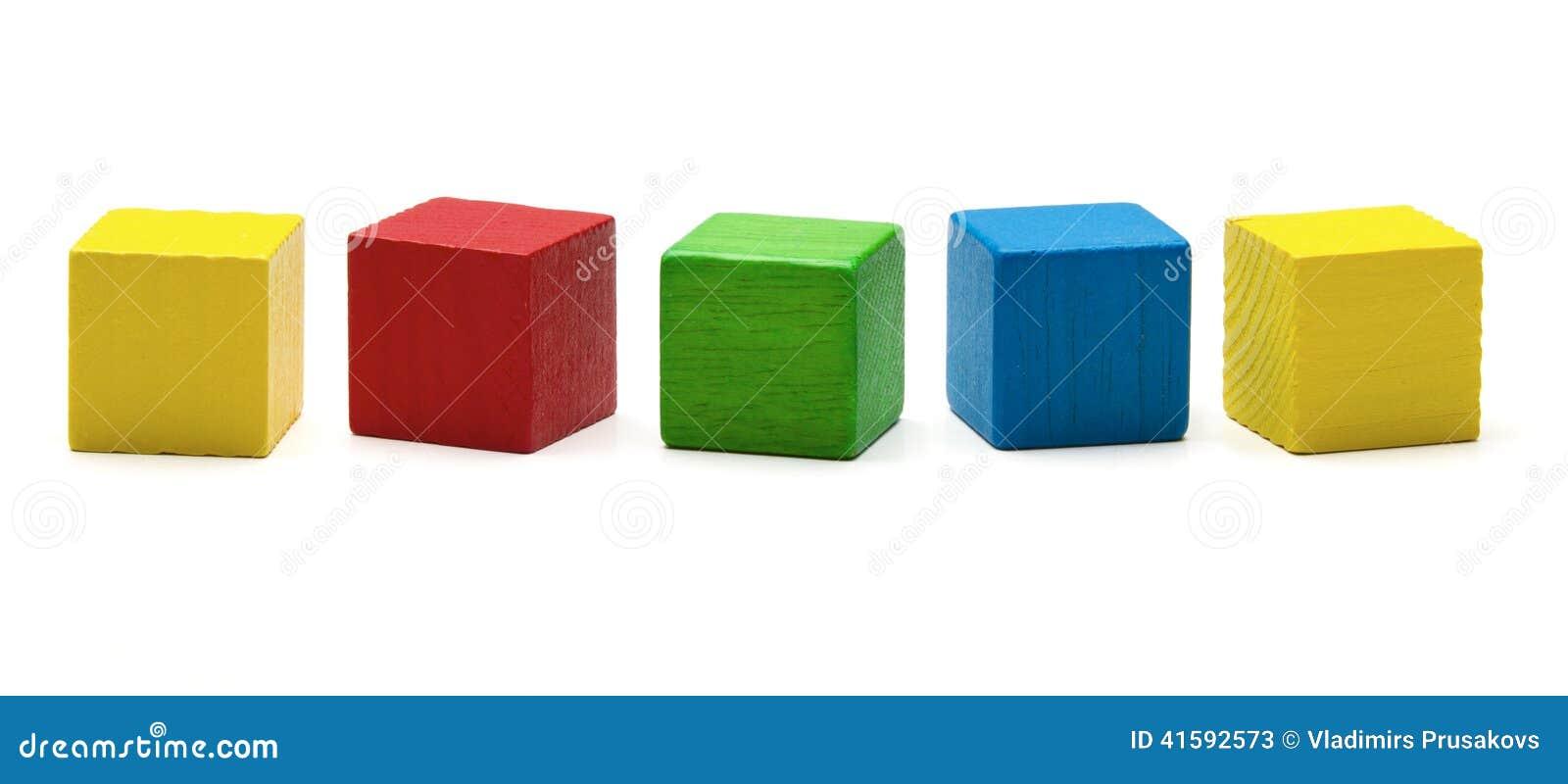Stuk speelgoed blokken, veelkleurige houten spelkubus, lege dozen