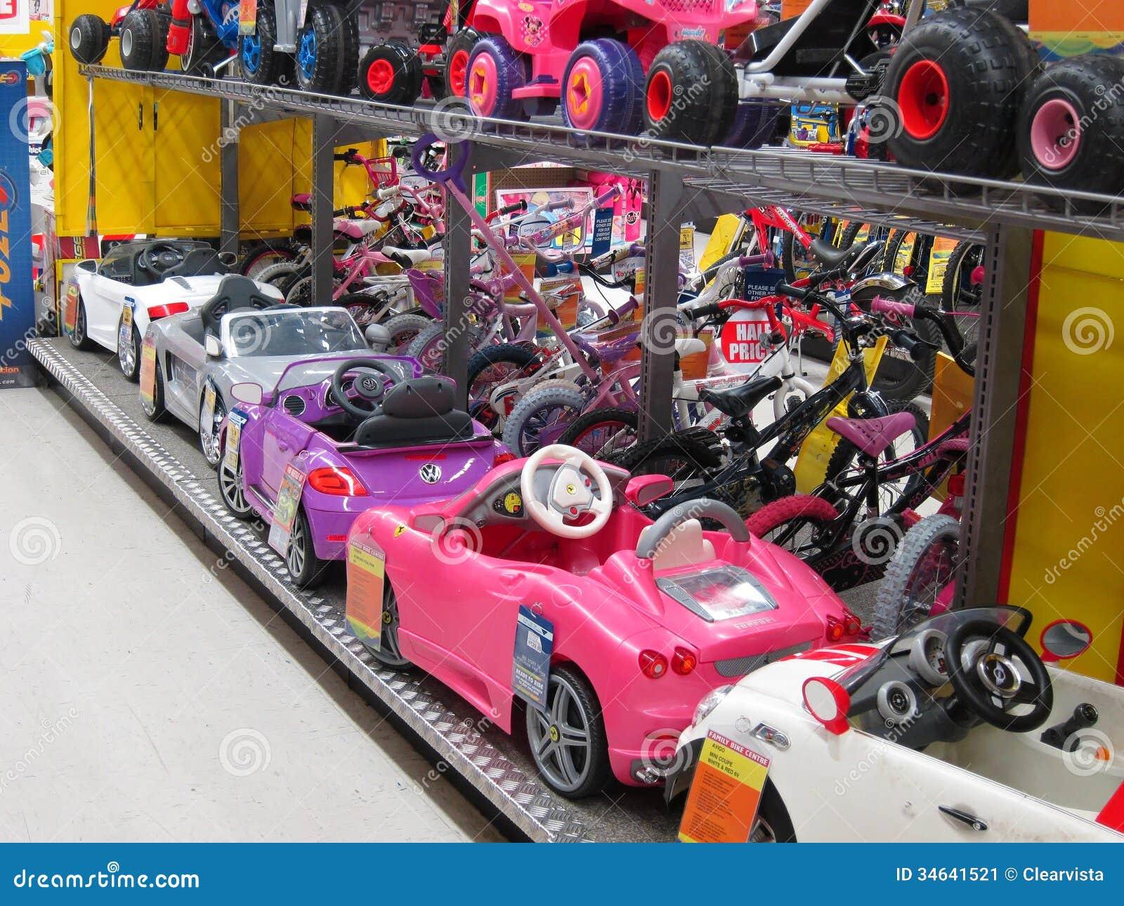 stuk speelgoed elektrische auto 39 s in een stuk speelgoed opslag redactionele foto afbeelding. Black Bedroom Furniture Sets. Home Design Ideas