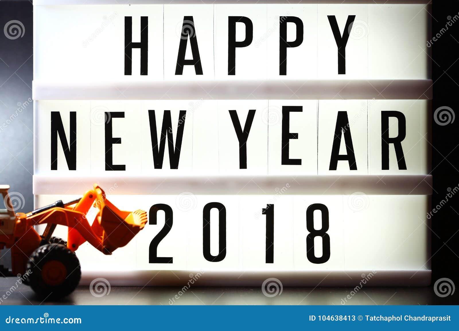 Download Stukken Van Engelse Teksten Die Nieuw Jaar 2018 Op Verlicht Licht Vakje Spellen Stock Afbeelding - Afbeelding bestaande uit ontwerp, onscherp: 104638413