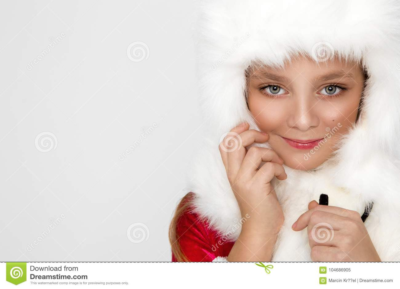 9288ef34d Stunning Beautiful Little Girl With Long Blond Hair