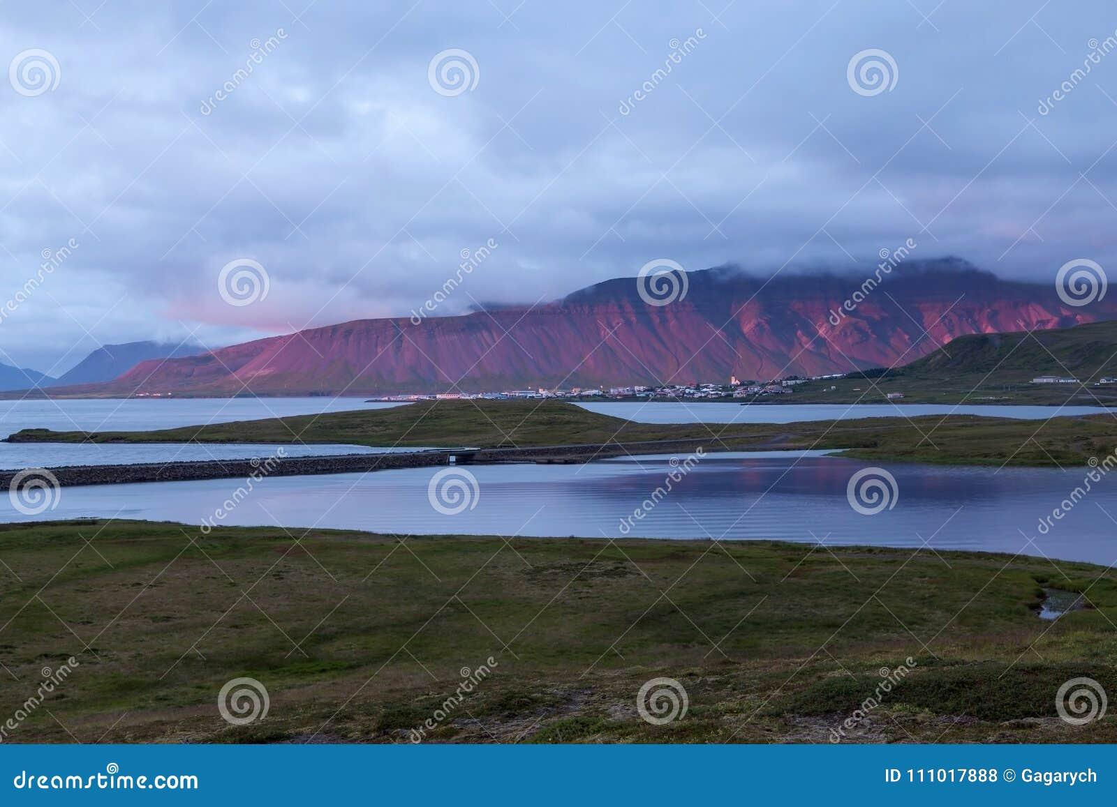 Stunning red mountain behind Grundarfjordur town.
