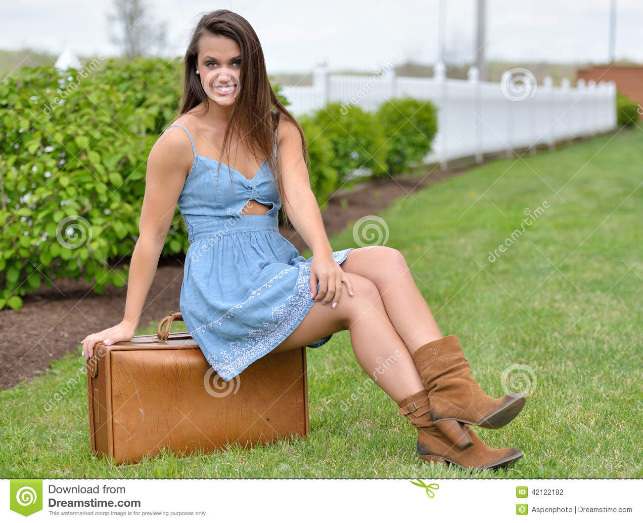 e85dbd01a19 Stunning Young Woman In Sundress With Suitcase Stock Photo - Image ...