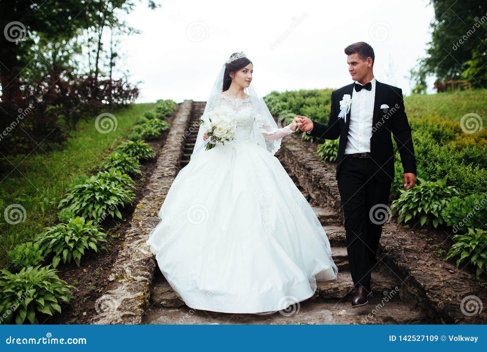 Stupéfier épousant des couples