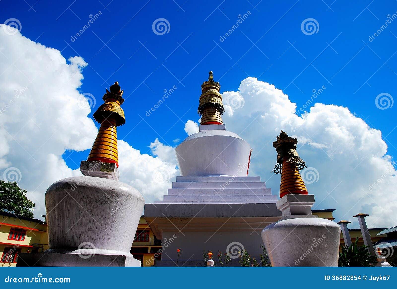 Download Stupa fotografia stock. Immagine di bianco, religione - 36882854