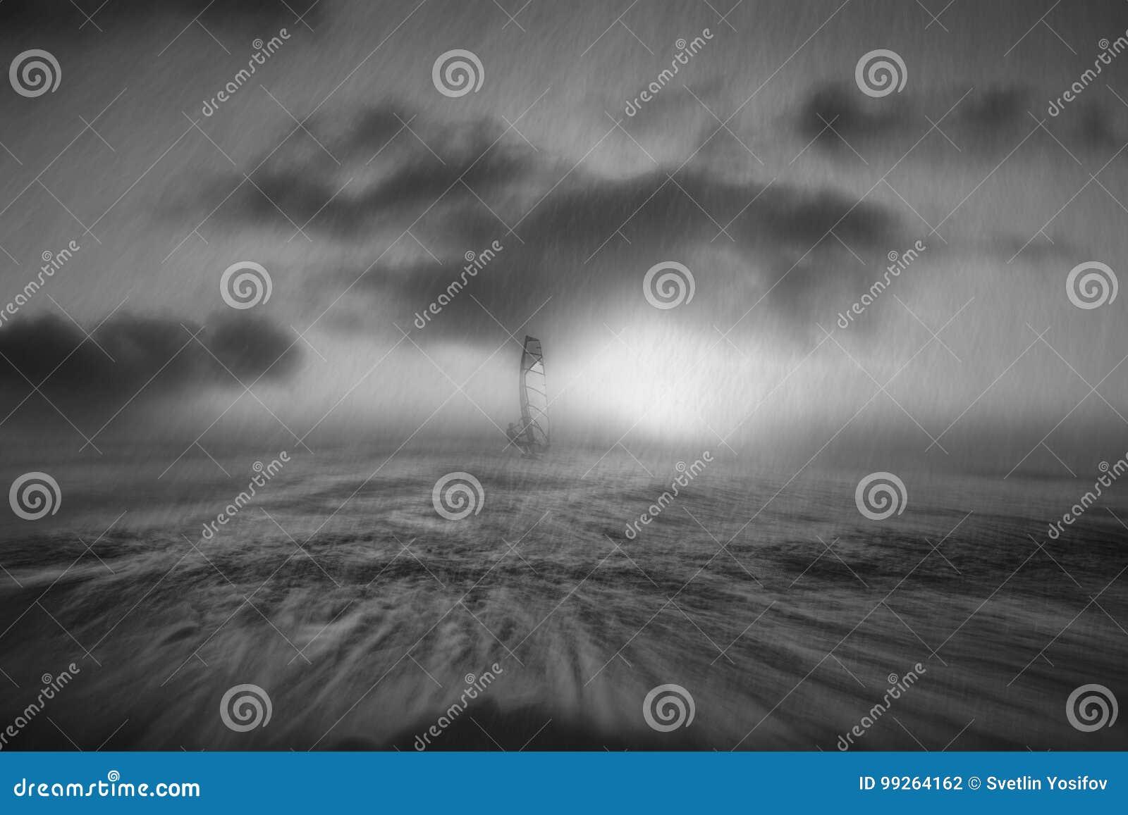 Sturm im Schwarzen Meer